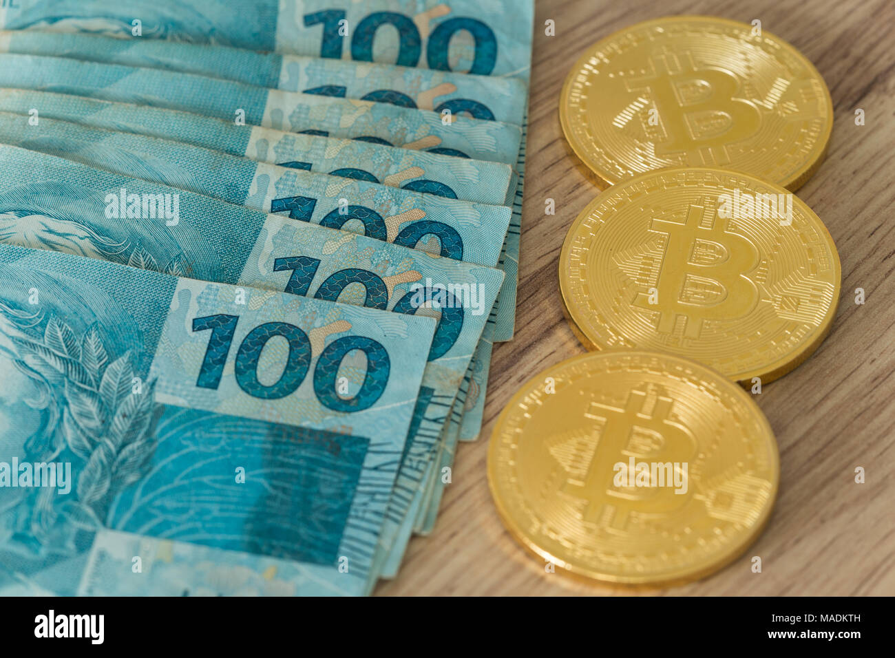 real brazilian money and virtual bitcoin - Stock Image