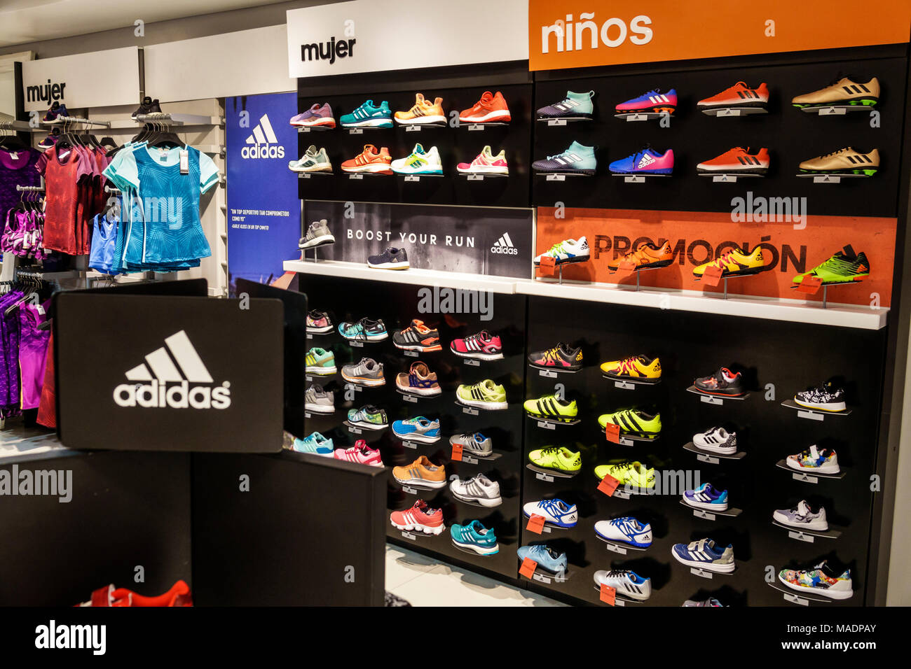 Abuelos visitantes Chicle Masculinidad  Argentina, Buenos Aires, Recoleta mall, Adidas, brand store, retailer,  athletic sportswear, sneakers, running shoes, women's, children's, Spanish  lang Stock Photo - Alamy