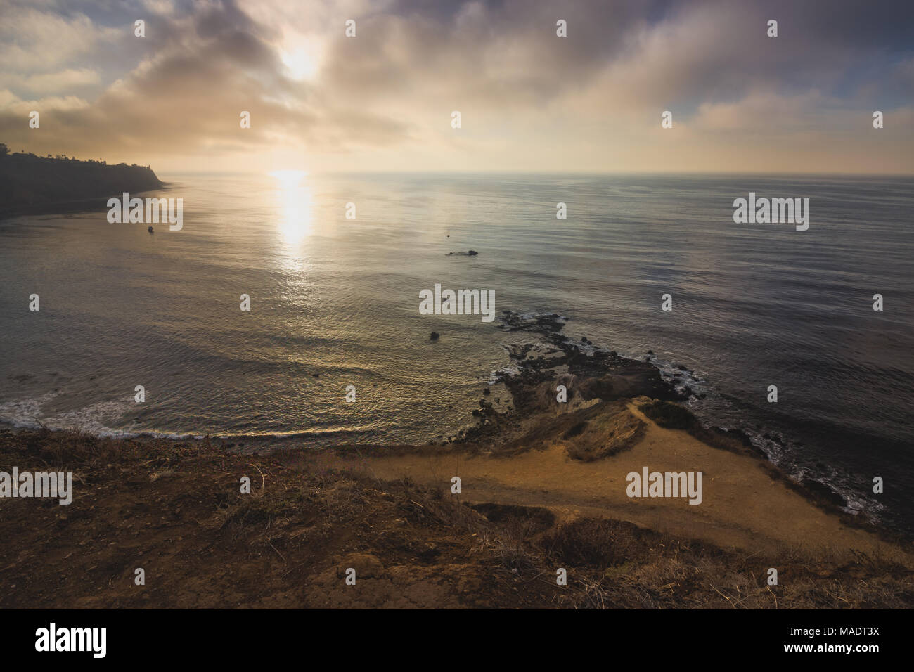 Scenic overlook of Southern California's coastline at sunset on a cloudy day from Flat Rock Point, Palos Verdes Estates, California - Stock Image