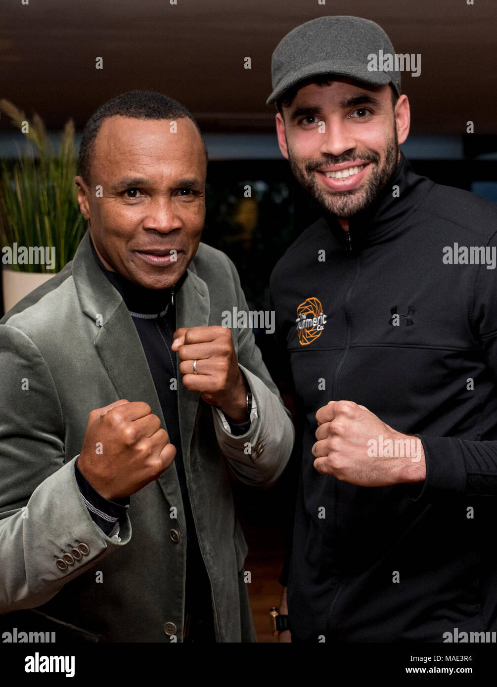 Celtic Manor Hotel, Newport, 31st March 2018: Former boxing legend Sugar Ray Leonard poses for a photo with West Bromwich Albion and Wales footballer Hal Robson Kanu at the Celtic Manor in Newport Credit: Andrew Dowling/Influential Photography/Alamy Live News - Stock Image