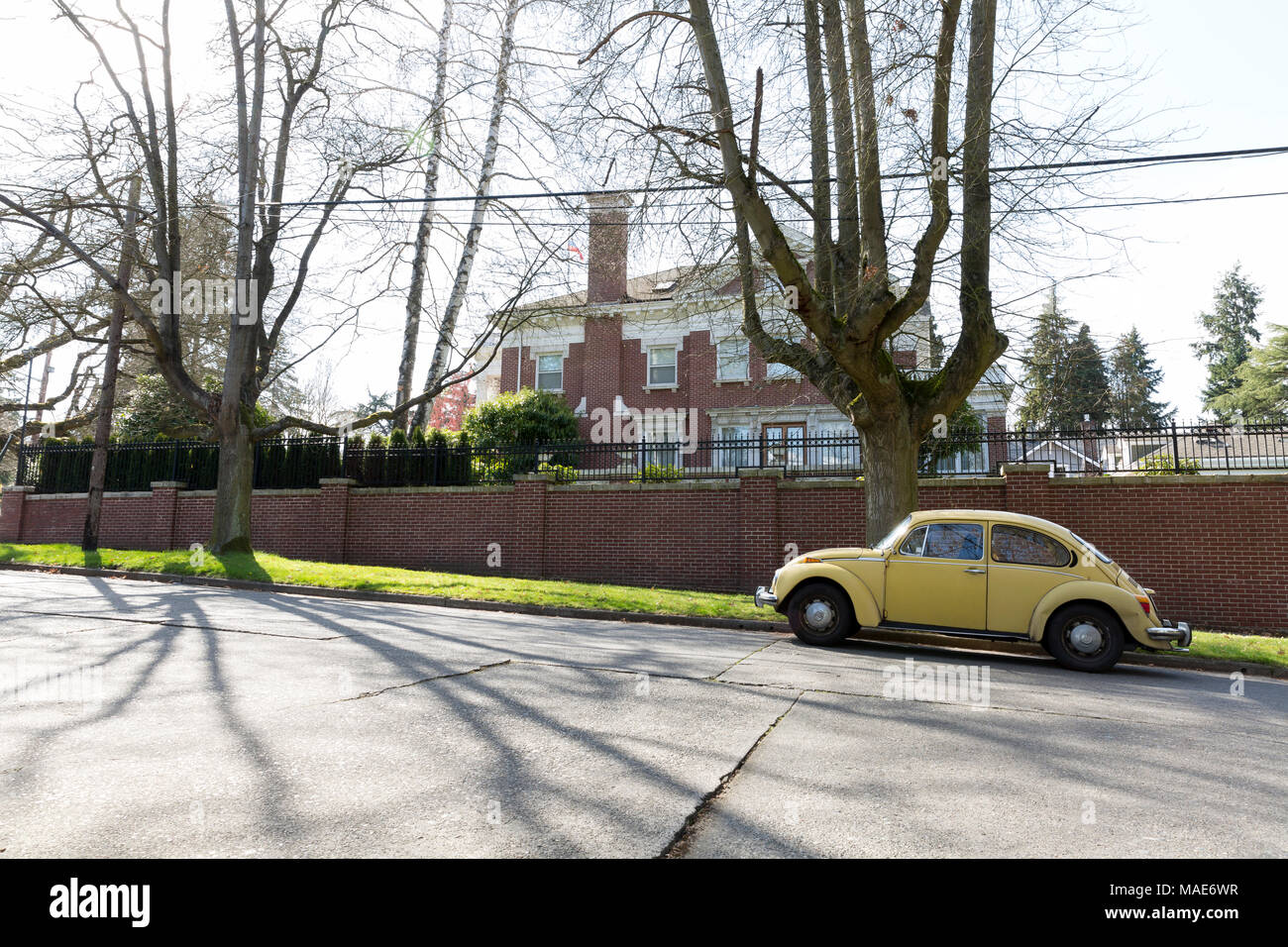 Seattle, Washington: The Consulate General's residence in Seattle's Madison Park neighborhood on March 31, 2018. The United States has ordered the closure of the consulate in downtown Seattle by April 2. The Consulate General, Valery Timashov has until April 24 to vacate the residence in the historic Samuel Hyde House. Credit: Paul Christian Gordon/Alamy Live News - Stock Image