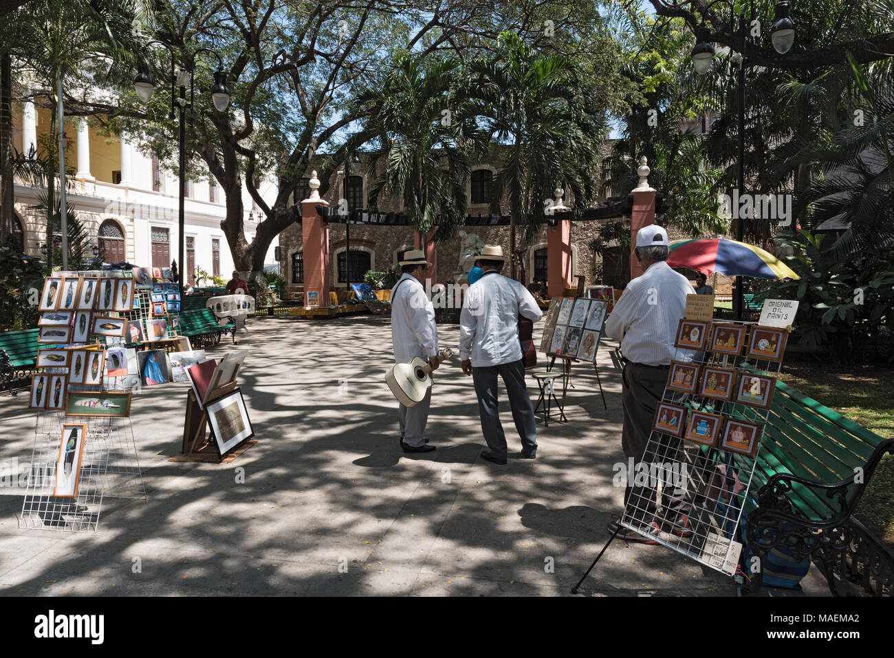 Street vendors and musicians in the Madre Park in the historic center of Merida, Yucatan, Mexico - Stock Image