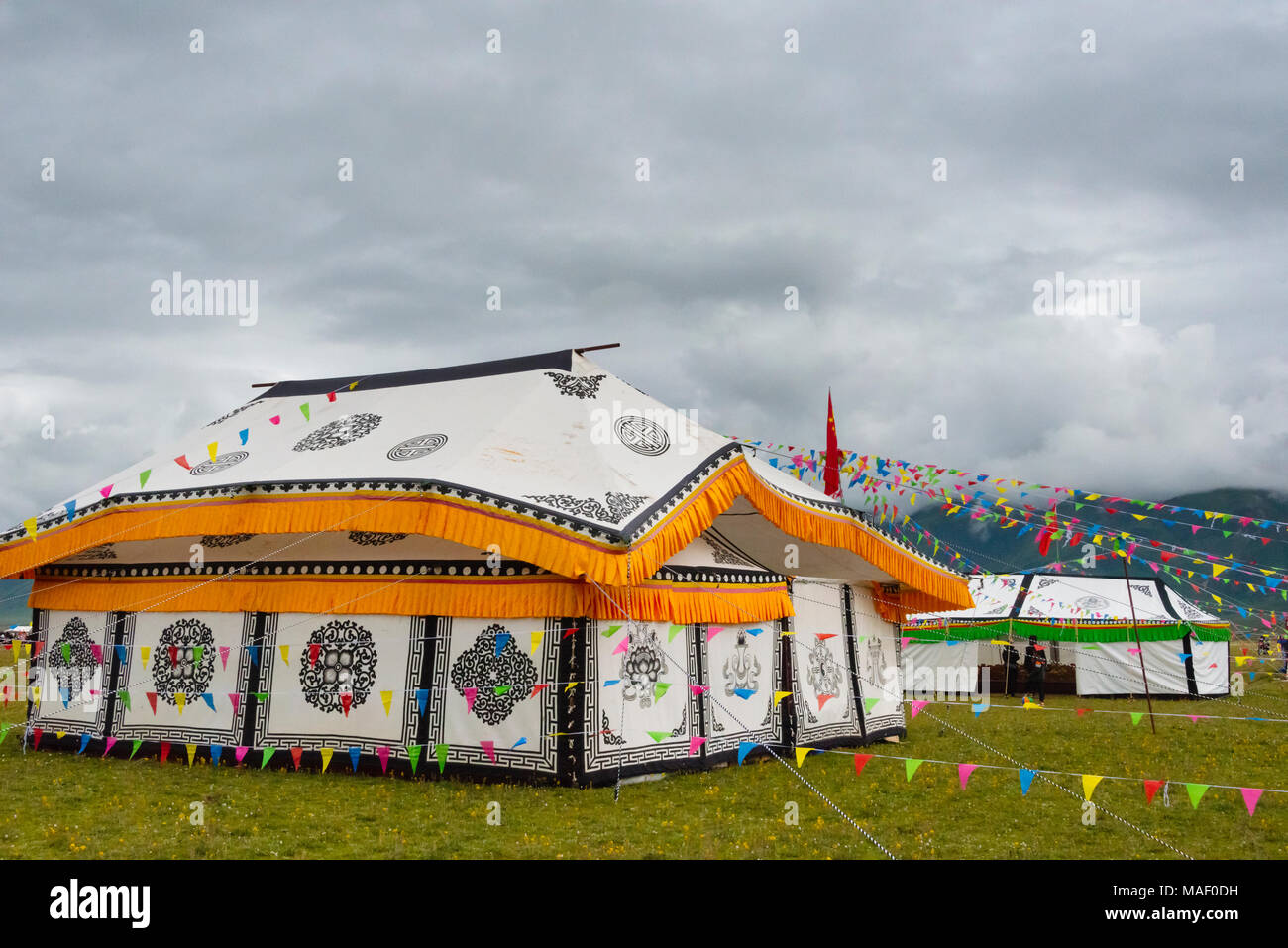 Tibetan yurt on the meadow at Horse Race Festival, Litang, western Sichuan, China - Stock Image
