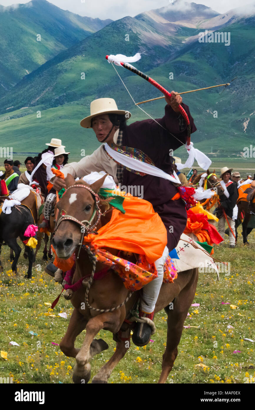 Tibetan people's horse race at Horse Race Festival, Litang, western Sichuan, China - Stock Image