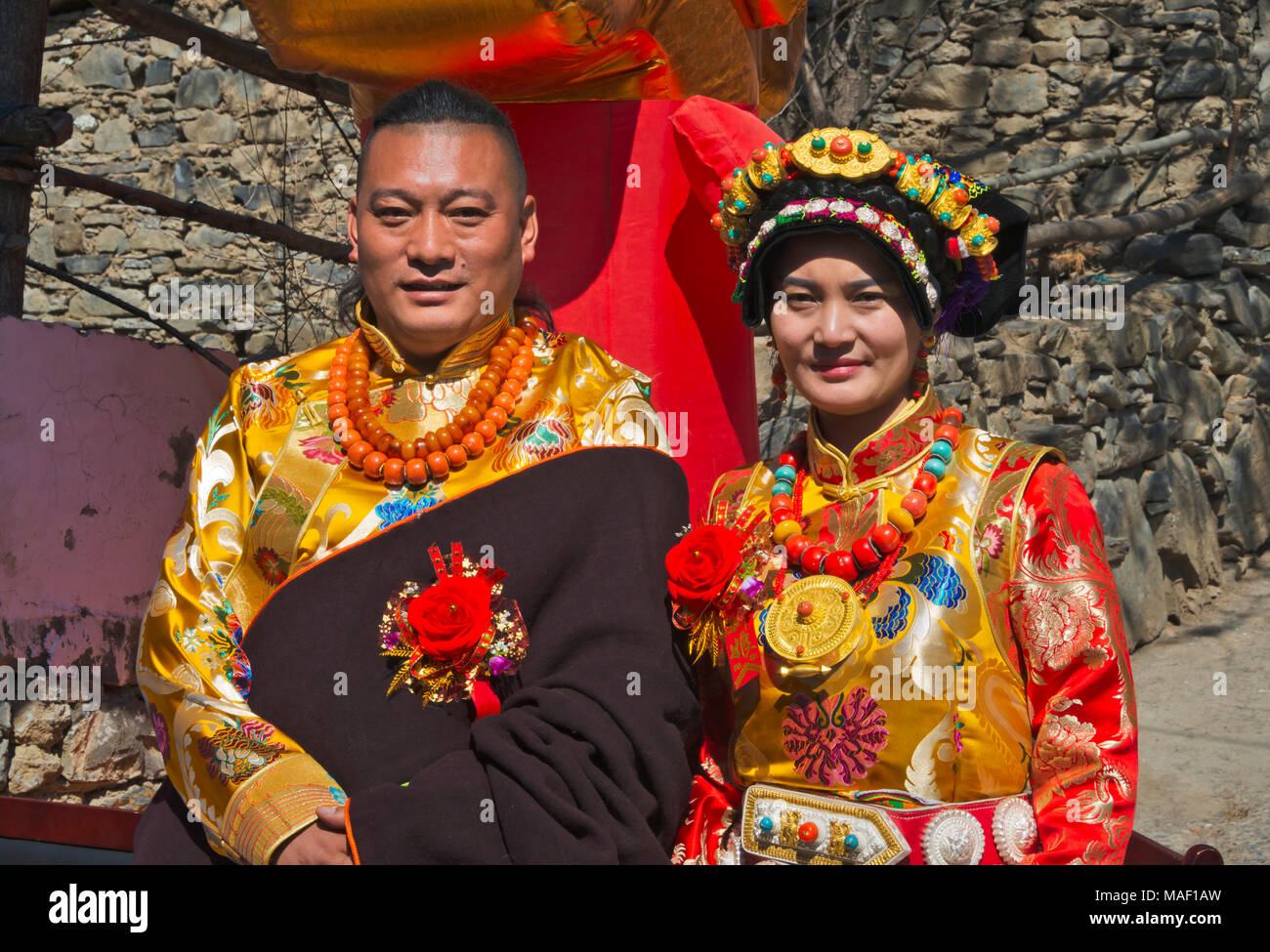 A newly wed couple in traditional Tibetan clothing, Jinchuan County, Sichuan Province, China - Stock Image