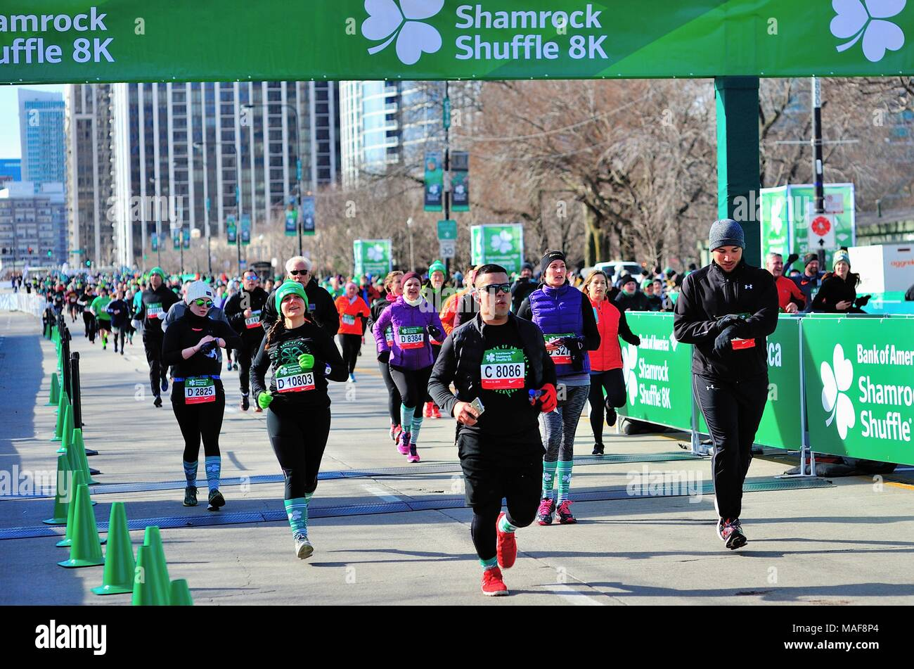 Chicago, Illinois, USA. a sea of runners crossing the finish line at the 2018 Shamrock Shuffle race in Chicago. - Stock Image