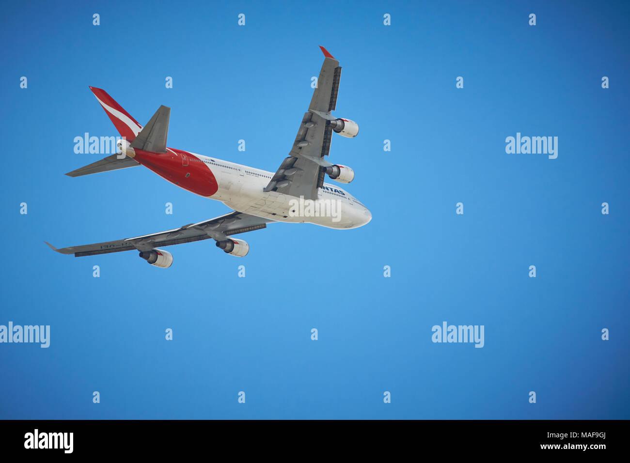 qantas boeing 747 400 er departs brisbane airport bound. Black Bedroom Furniture Sets. Home Design Ideas