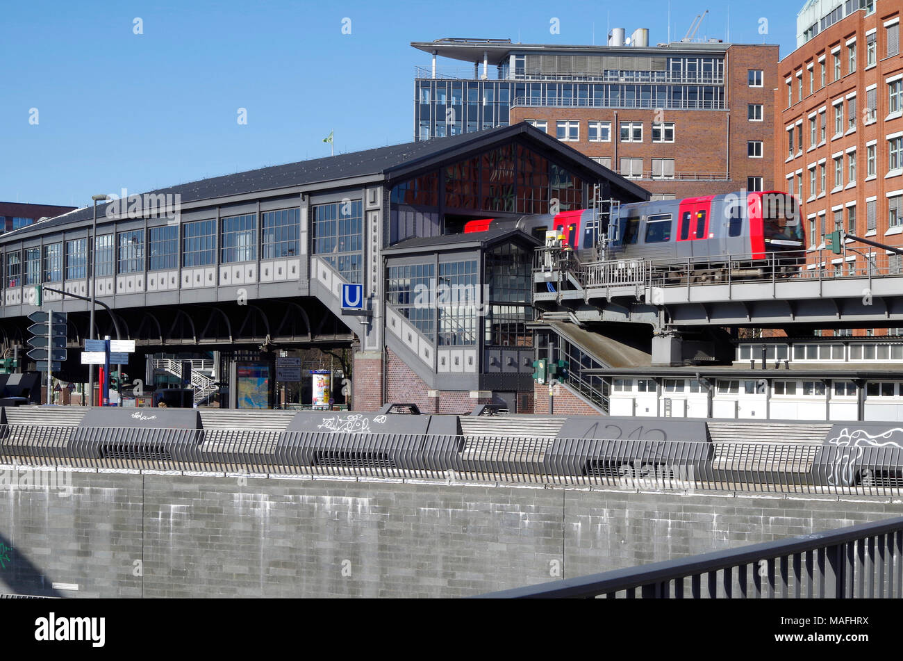 Baumwall elevated Metro station, now re-named Baumwall (Elbphilharmonie), on Line 3 of the Hamburg U-Bahn system. - Stock Image