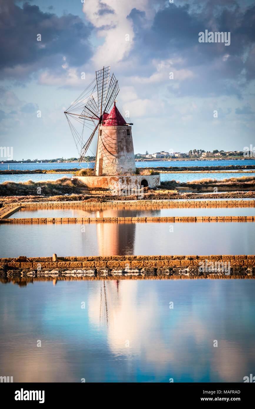Marsala, Italy. Stagnone Saline Lagoon with vintage windmills and saltwork, Trapani province, Sicily. - Stock Image