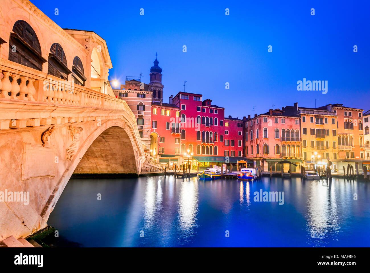 Venite, Italy  - Night image with Ponte di Rialto, oldest  bridge spanning the Grand Canal, Venezia. - Stock Image