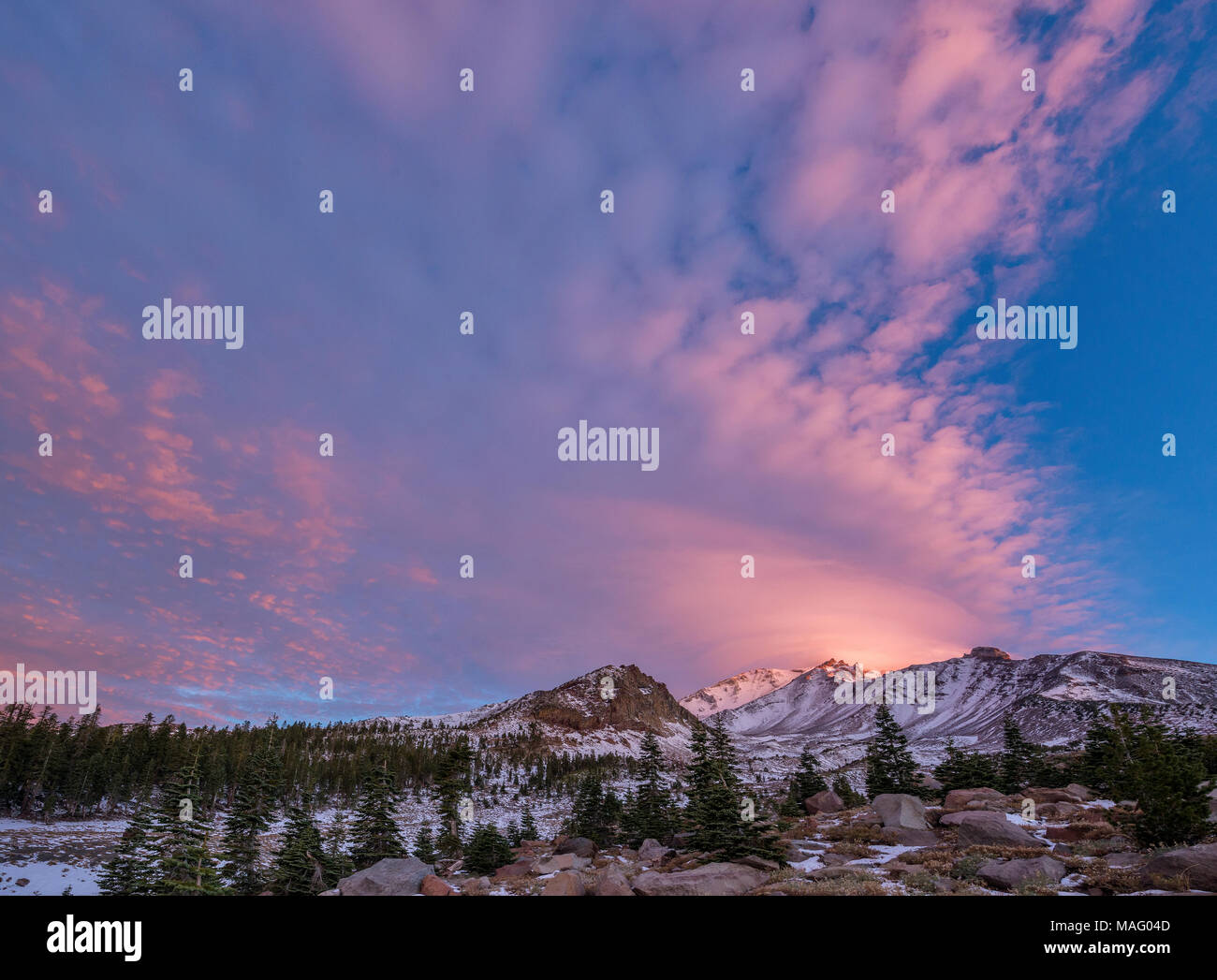 Sunrise, Lenticular Cloud, Mount Shasta, Shasta-Trinity National Forest, California - Stock Image