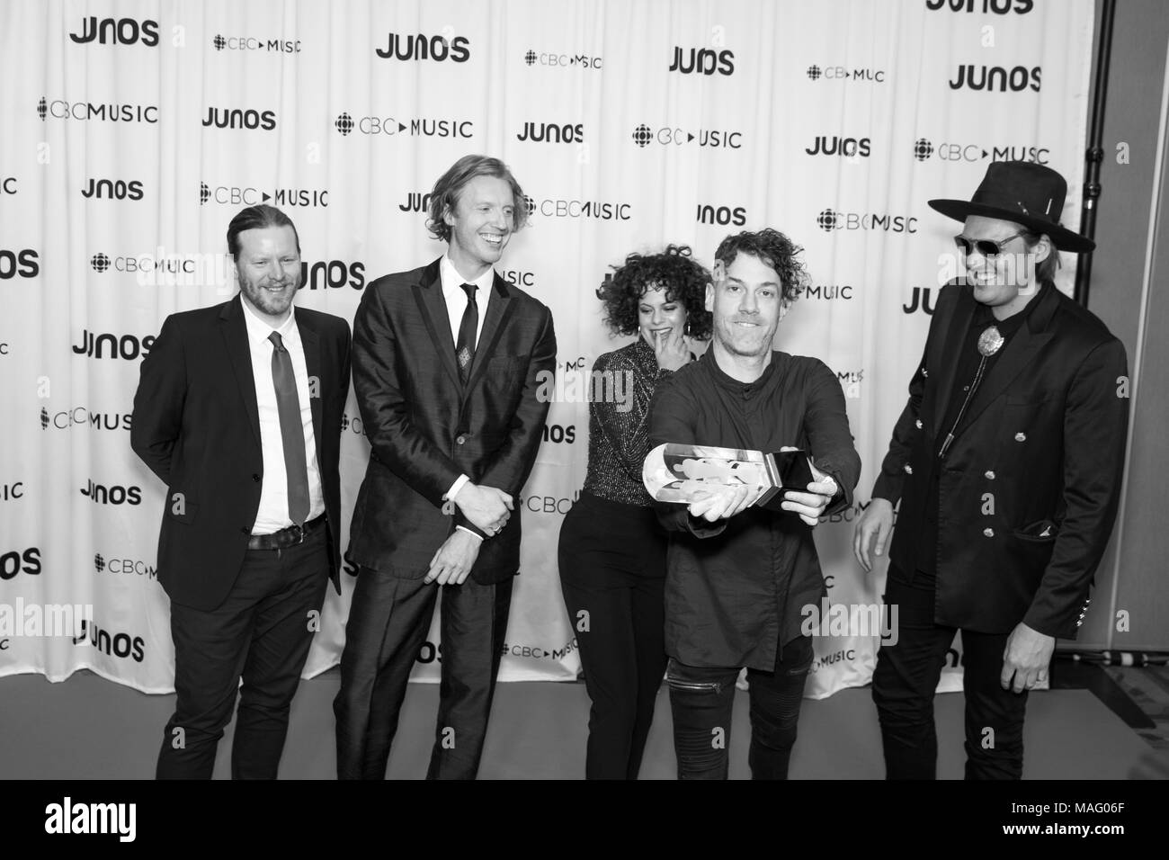 Arcade Fire posing with their International Achievement award at the 2018 Juno Awards Gala. Bobby Singh/@fohphoto - Stock Image