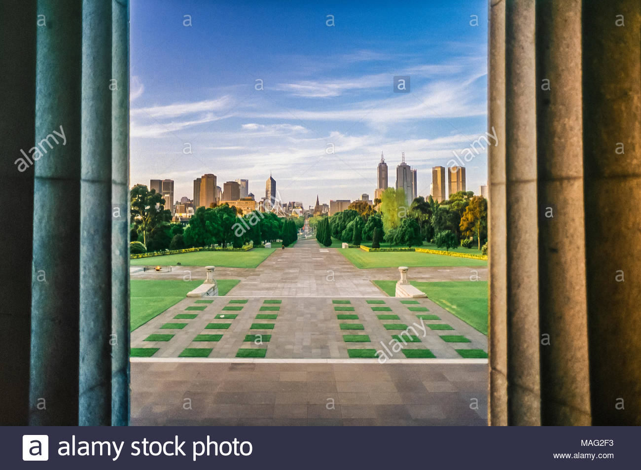 Looking down Ceremonial Avenue to the City of Melbourne, from the Shrine of Remembrance, Melbourne, Victoria, Australia - Stock Image
