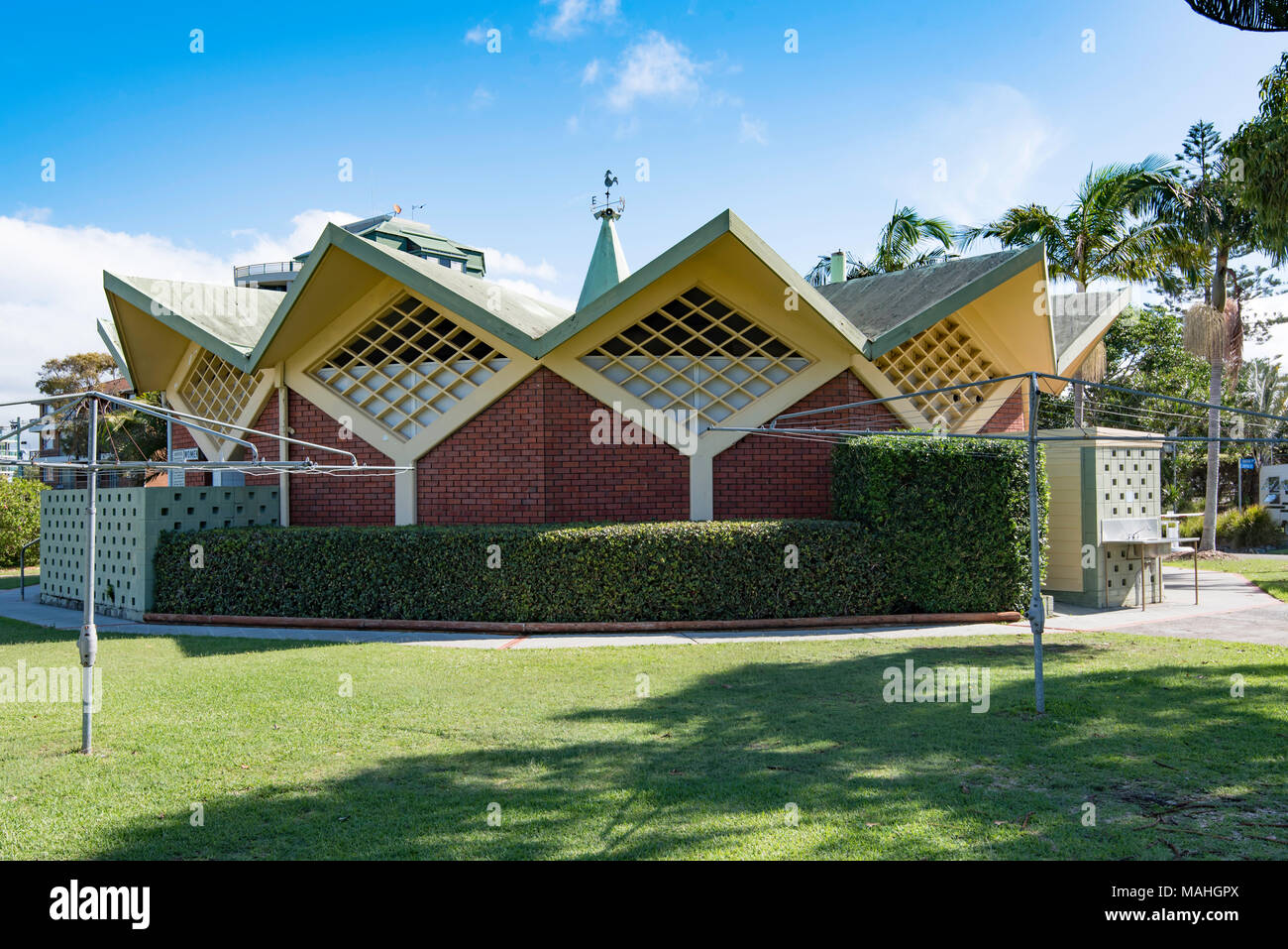 The amenities building at Forster Caravan Park. Possibly an example of Doo Wop or Googie architecture but certainly part of the Mid Century Modernism - Stock Image