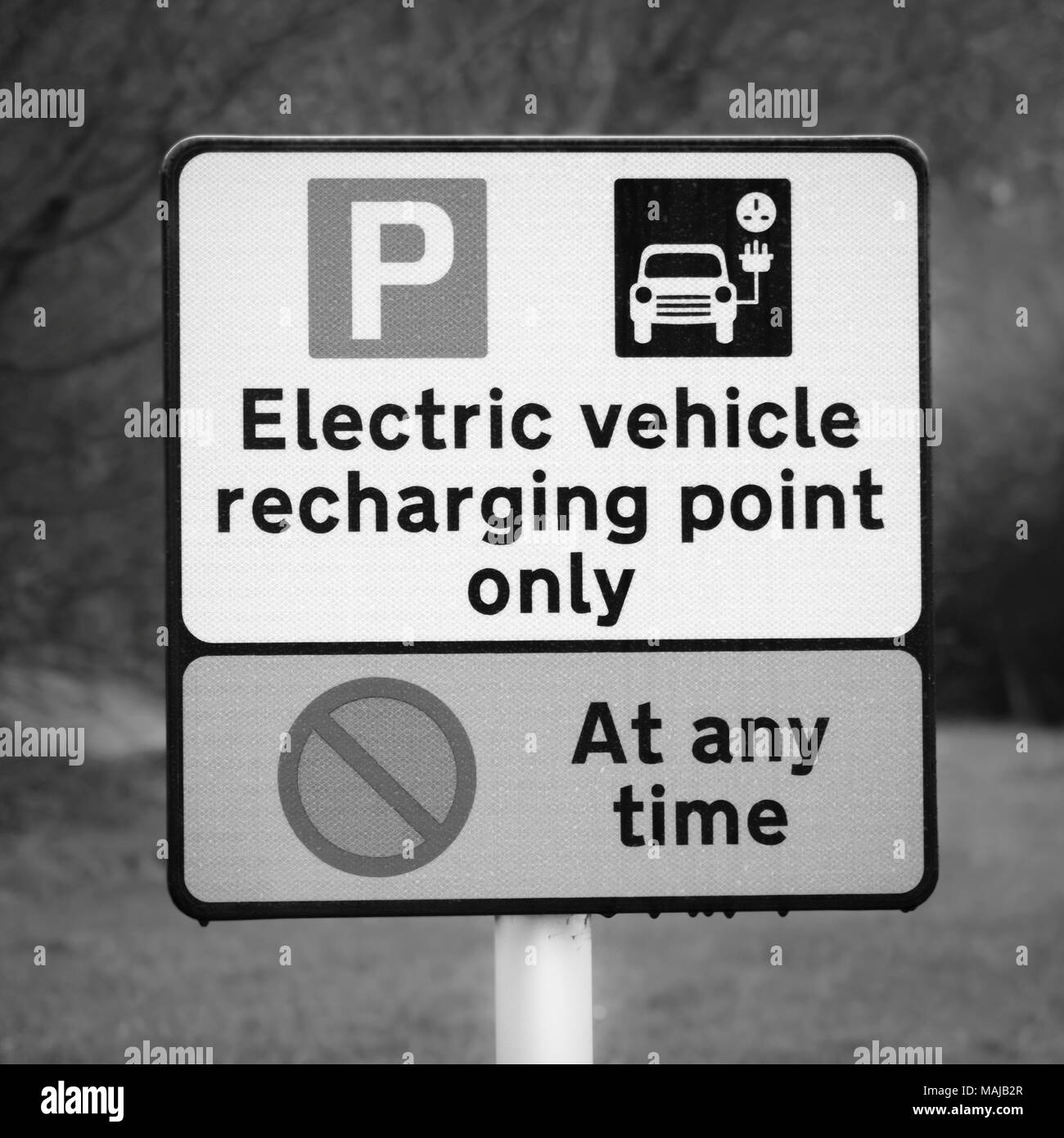 Electric car recharging point sign at a motorway service station - Stock Image