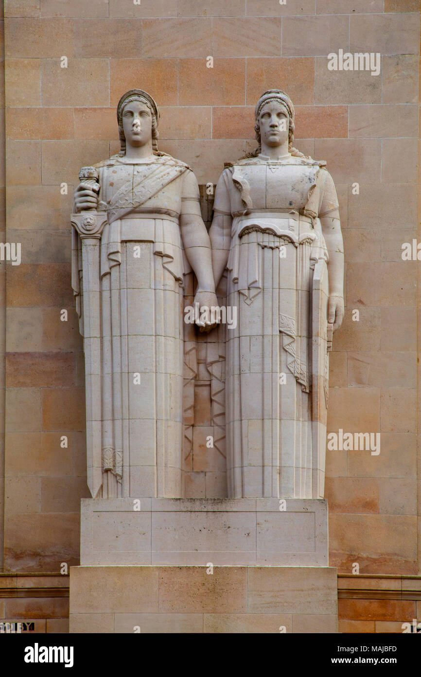 The Château-Thierry American Monument - Detail showing the sculptured figures representing the United States and France - Stock Image
