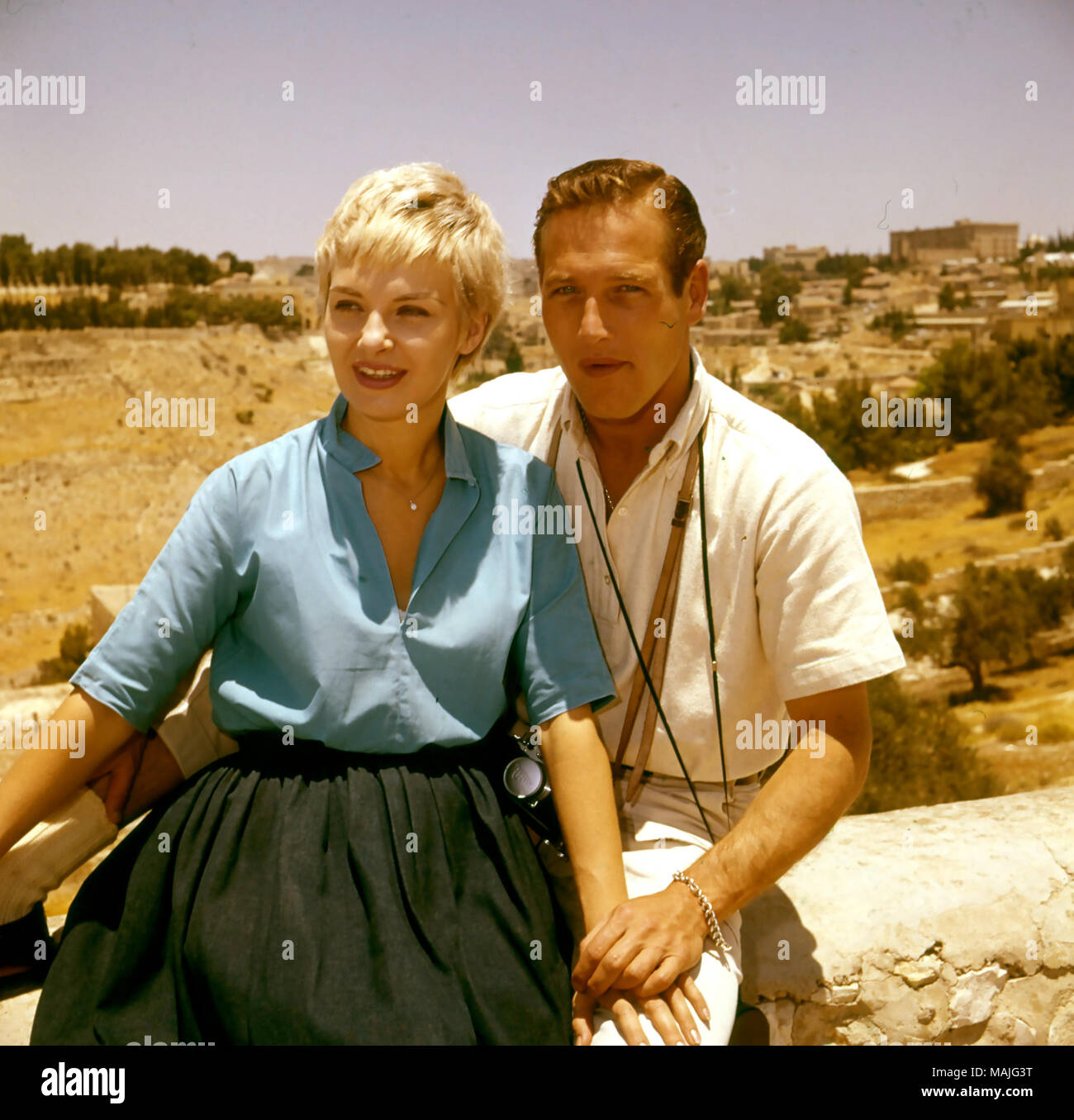 PAUL NEWMAN (1925-2008) American actor with his wife Joanne Woodward in 1960 while filming Exodus in Israel - Stock Image