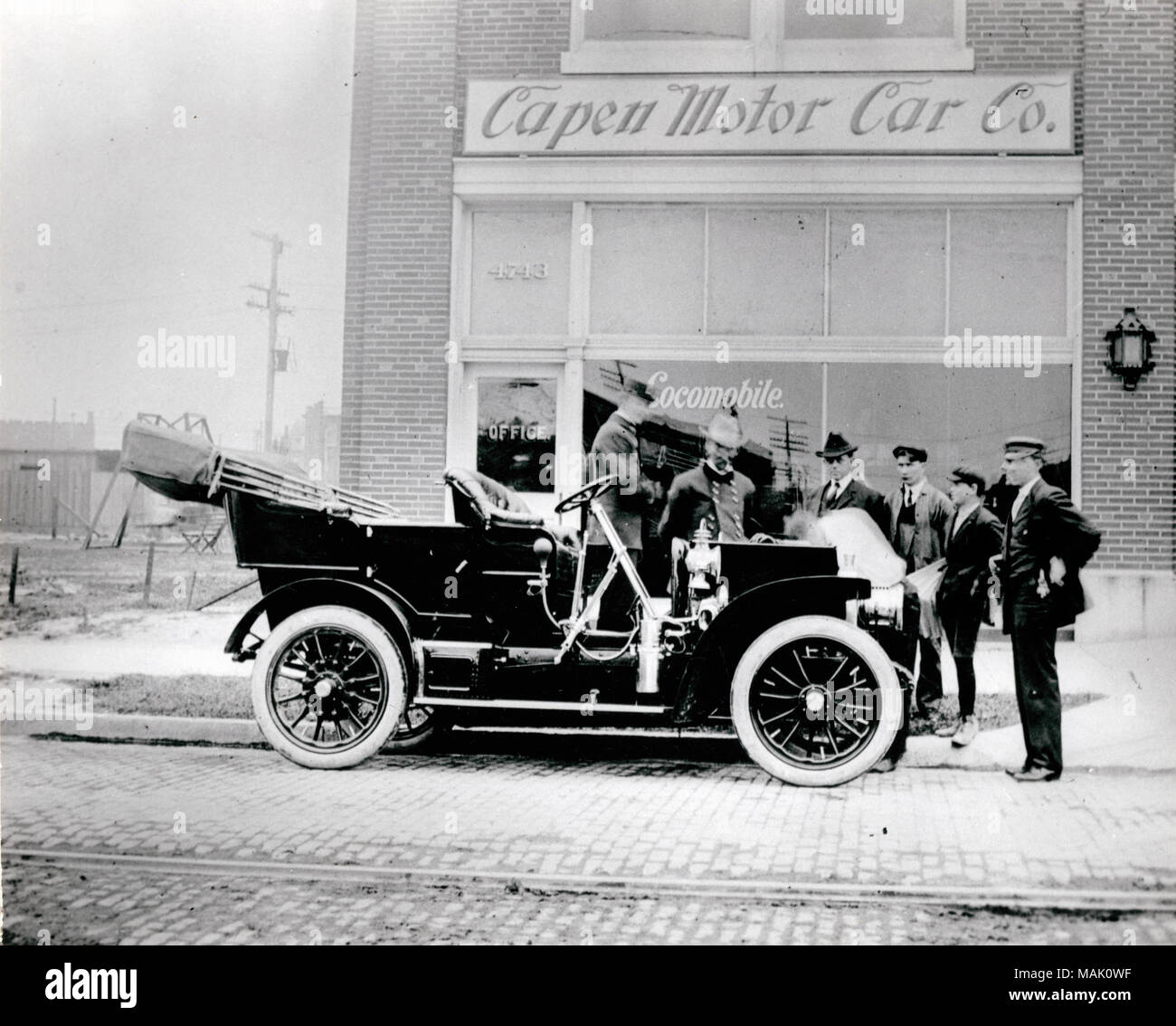 Locomobile auto in front of Capen Motor Car Company at 4739-4743 ...