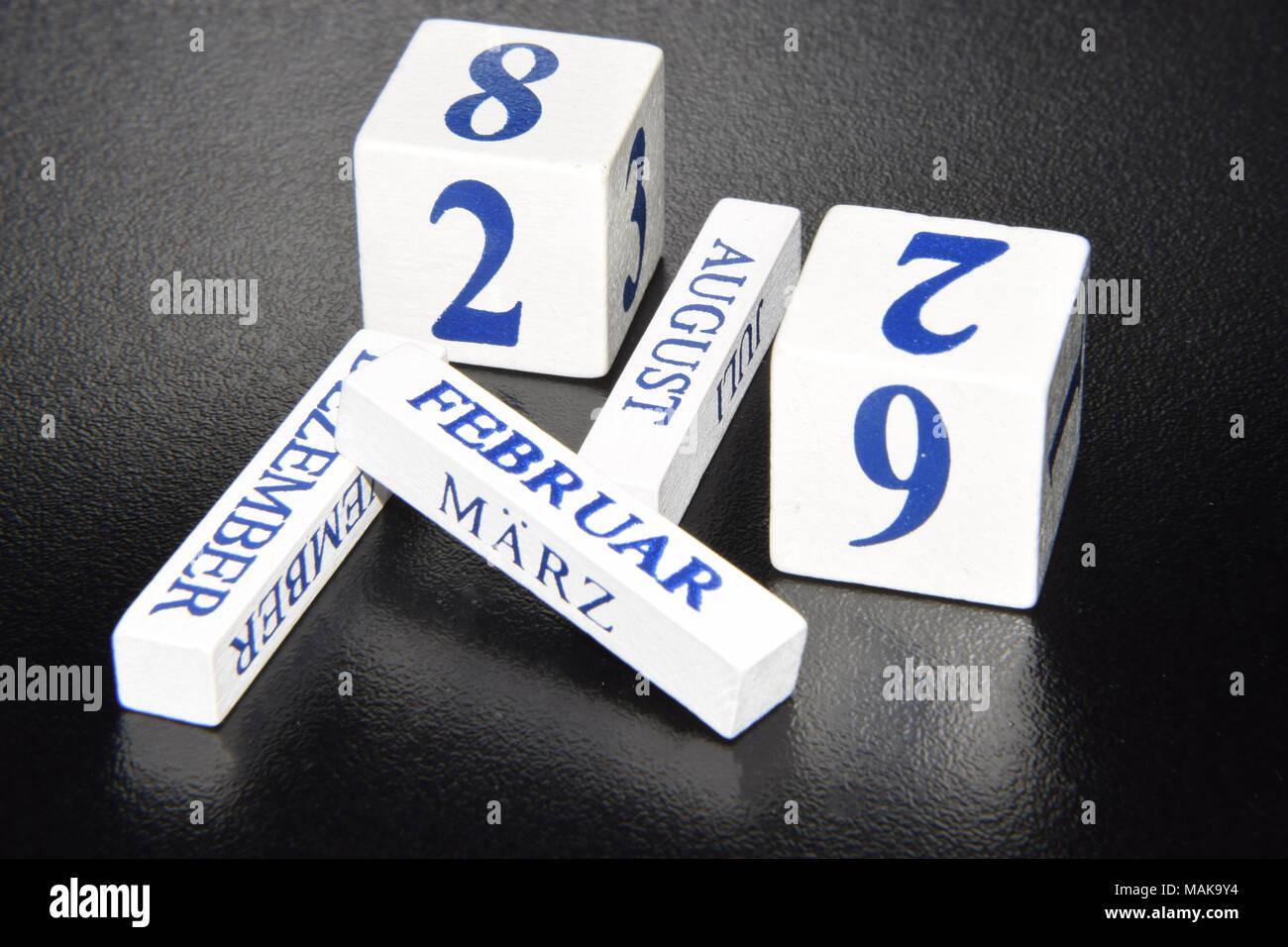 Cubes Perpetual Calendar Red//Grey//Black