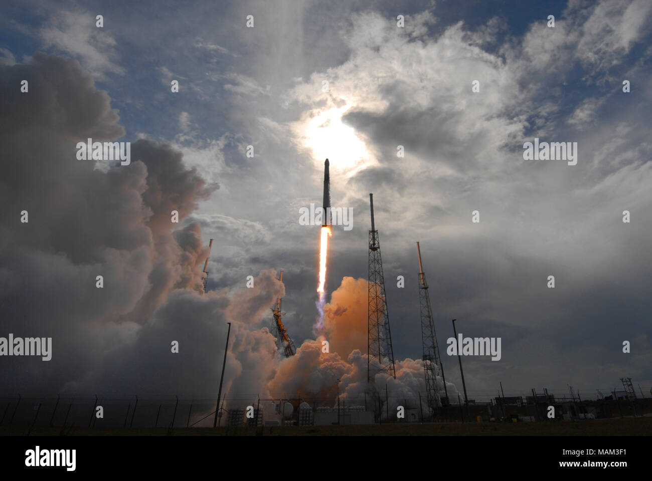 Cape Canaveral, Florida, United States April 2, 2018 - Cape Canaveral, Florida, United States - A SpaceX Falcon 9 rocket successfully launches on April 2, 2018 from launch complex 40 at Cape Canaveral Air Force Station in Florida. The rocket is carrying a Dragon spacecraft containing 5,800 pounds of supplies for the International Space Station (ISS). This is the 14th ISS resupply mission by SpaceX for NASA. (Paul Hennessy/Alamy) - Stock Image