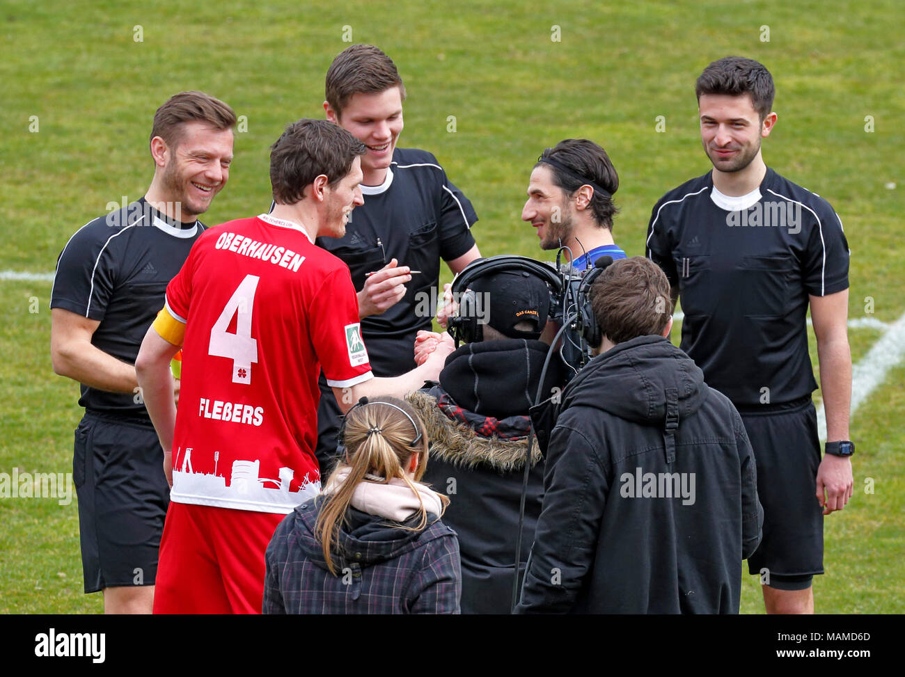 sports, football, Regional League West, 2017/2018, Rot Weiss Oberhausen vs Wuppertaler SV 1:1, Stadium Niederrhein in Oberhausen, welcome, toss-up, f.l.t.r. referee assistant Waldemar Stor, team captain Robert Flessers (RWO), referee Florian Exner, team captain Silvio Pagano (WSV), referee assistant Tobias Severins - Stock Image