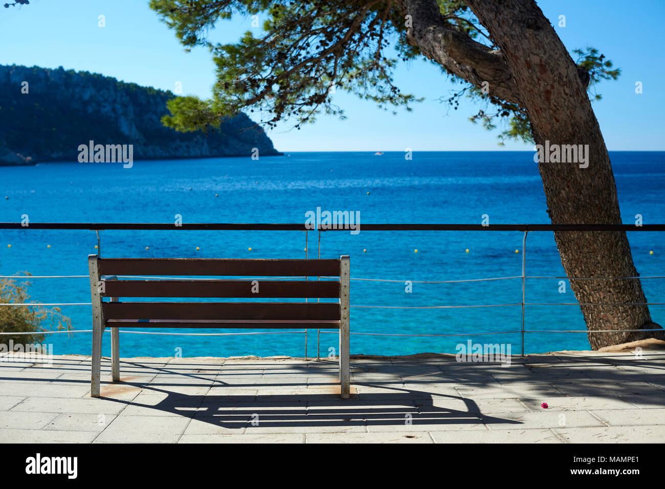 Sitzbank am Meer Stock Photo