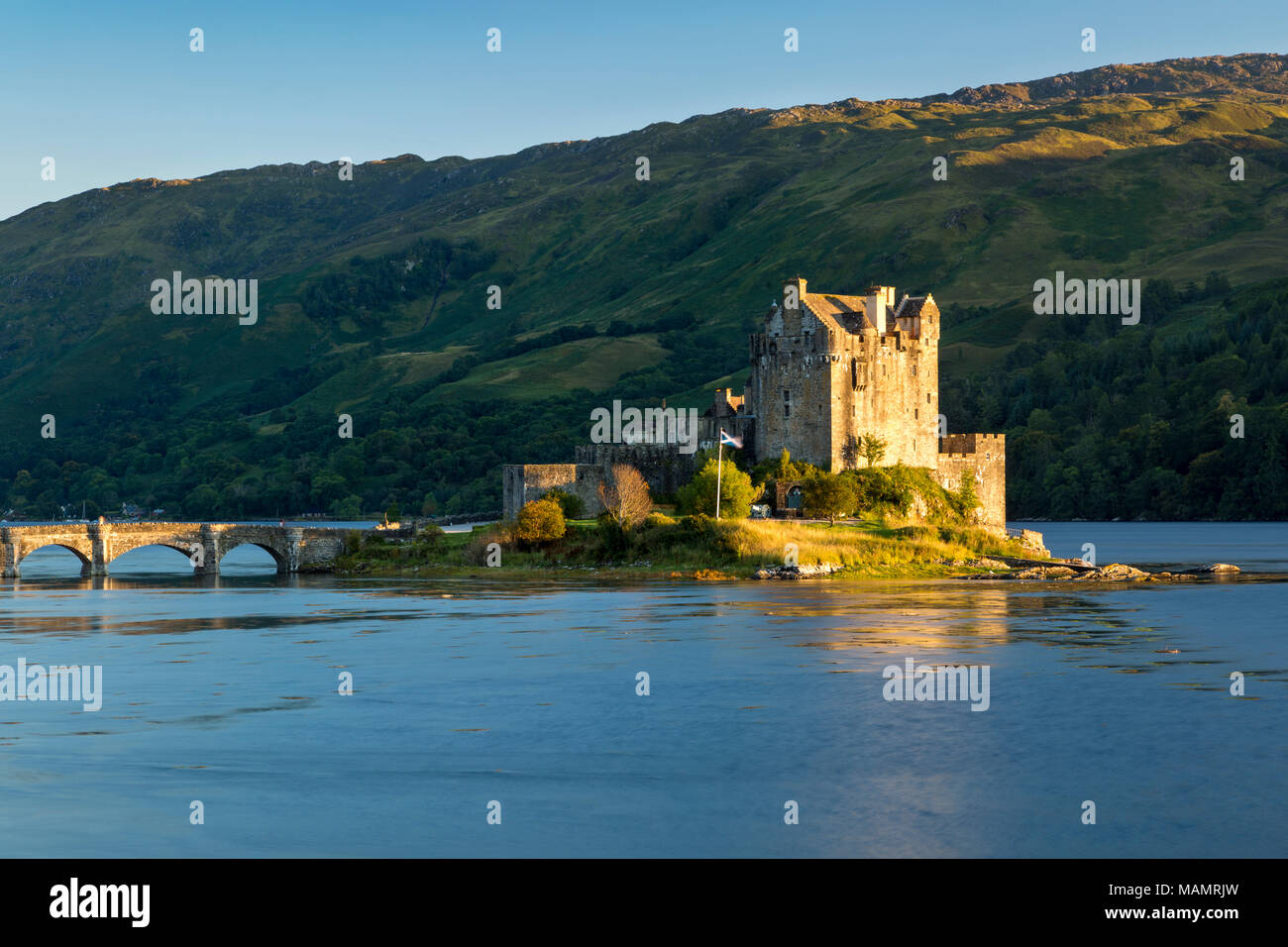 Evening sunlight over Eilean Donan Castle along Loch Duich, Dornie, Highlands, Scotland - Stock Image
