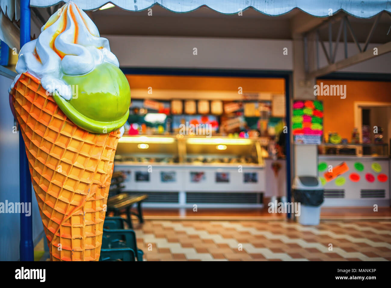 Colorful ice cream parlor sign and shop - Stock Image