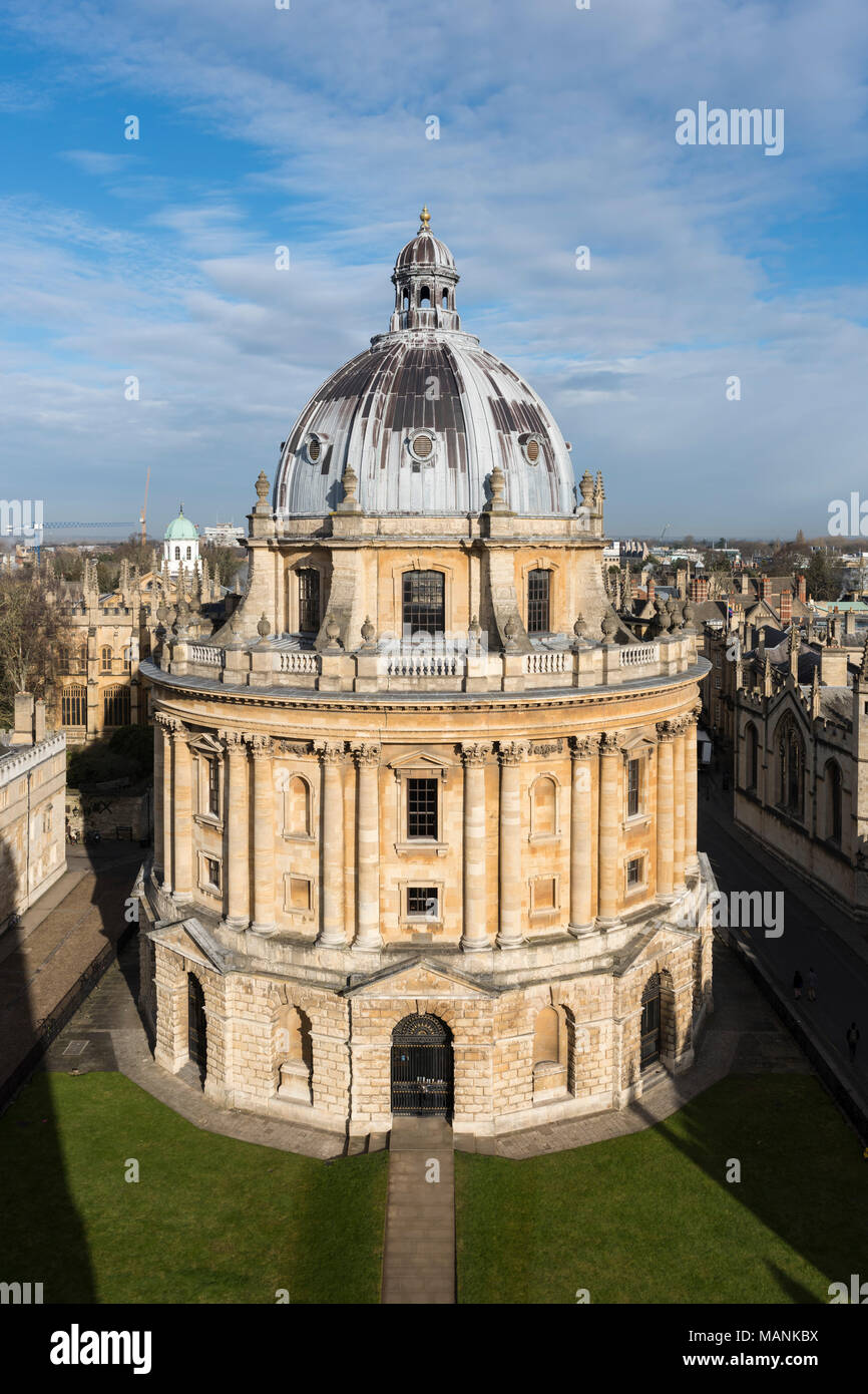 Oxford. England. View of Radcliffe Camera, Radcliffe Square, designed by James Gibbs, built 1737–49 to house the Radcliffe Science Library, today hous - Stock Image