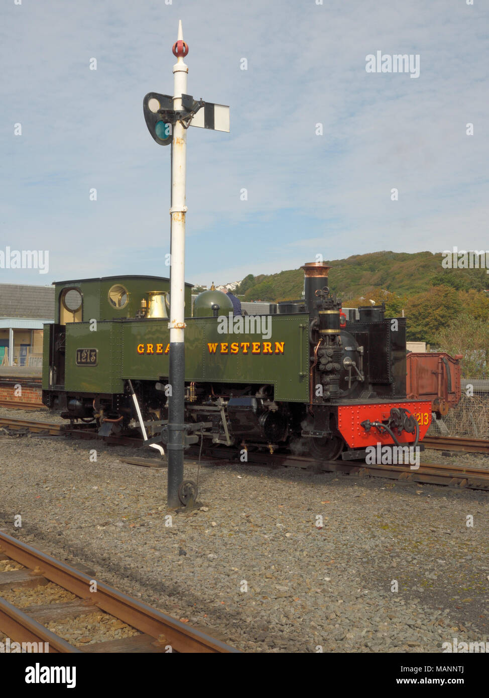 Locomotive: Great Western standing by a signal in Aberystwyth Station - Stock Image