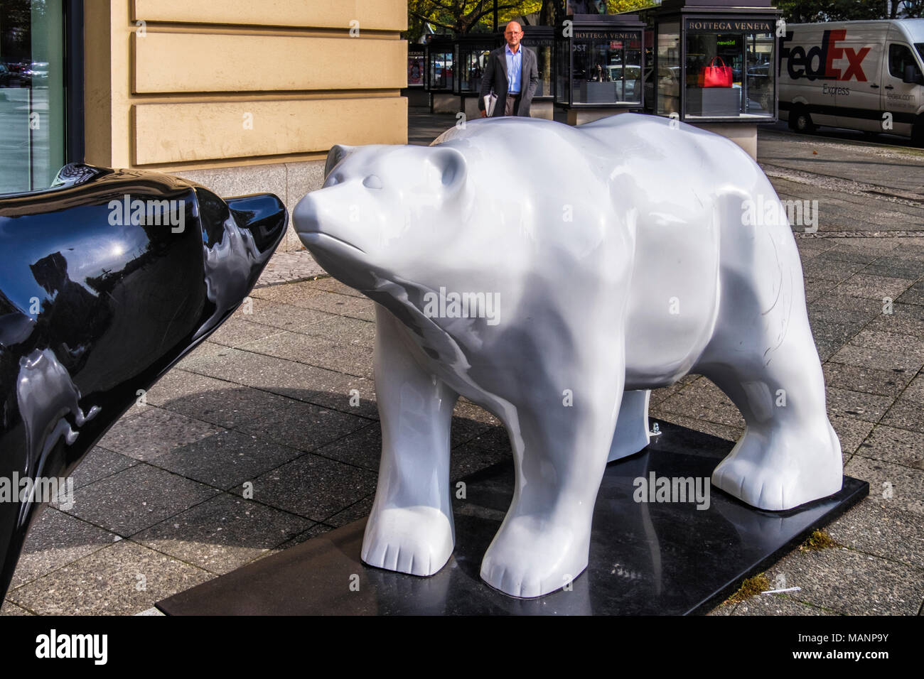 Berlin, Charlottenburg. Black & white Buddy bears designed by Ricky Racoon. Fibre-glass heraldic bear sculpture is Berlin emblem. 2 bears nose to nose - Stock Image