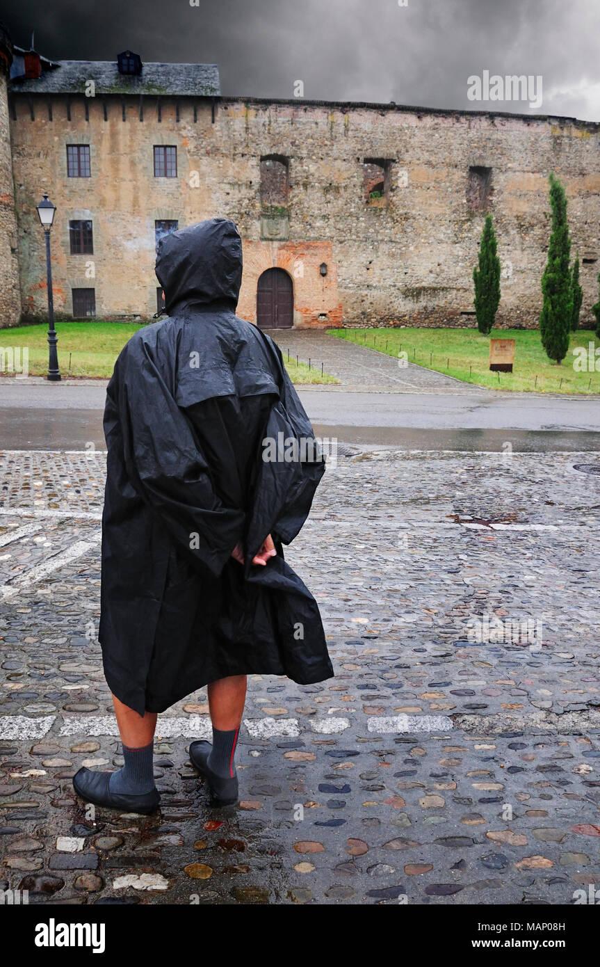 Way of St. James's pilgrims arriving at Villafranca del Bierzo. Castilla y Leon, Spain - Stock Image