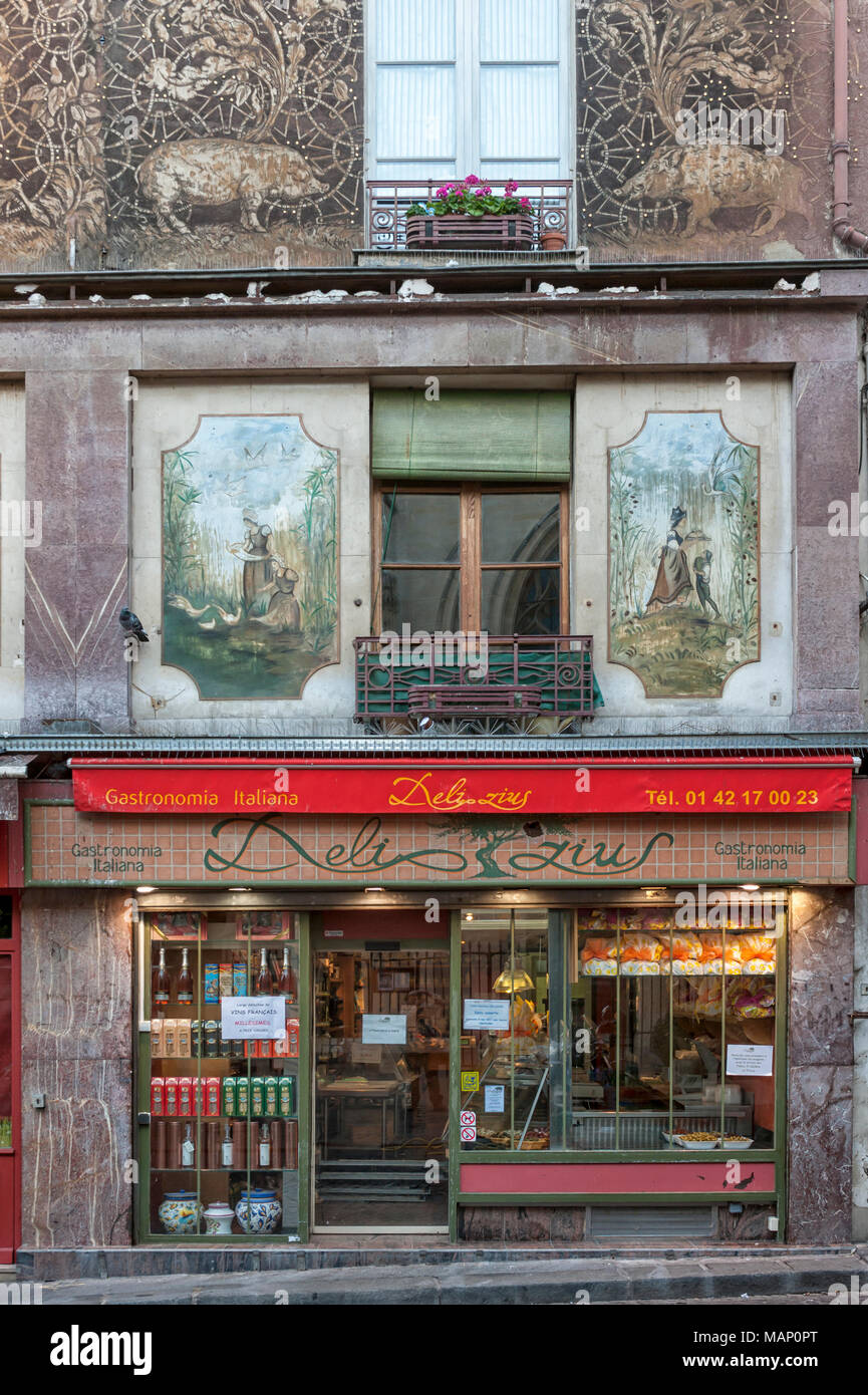 RUE MOUFFETARD, PARIS, FRANCE:  The pretty Delizius Italan Food shop (Gastronomia Italiana) - Stock Image