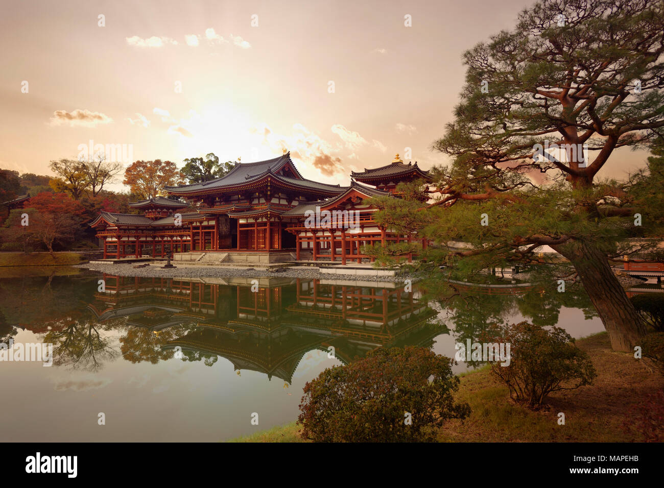 Beautiful dramatic sunset autumn scenery of the Amida hall of Byodo-in temple on the pond of Jodo-shiki Pure Land garden. Uji, Kyoto Prefecture, Japan Stock Photo