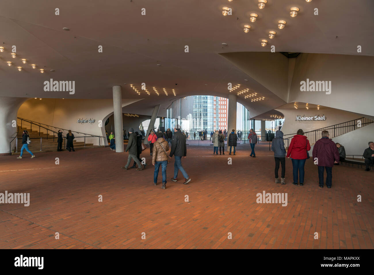 Besucher in der Elbphilharmonie, Freie Hansestadt Hamburg, Deutschland |  Visitors at the Elbe Philharmonic Hall, Plaza, Hamburg, Germany, Europe Stock Photo