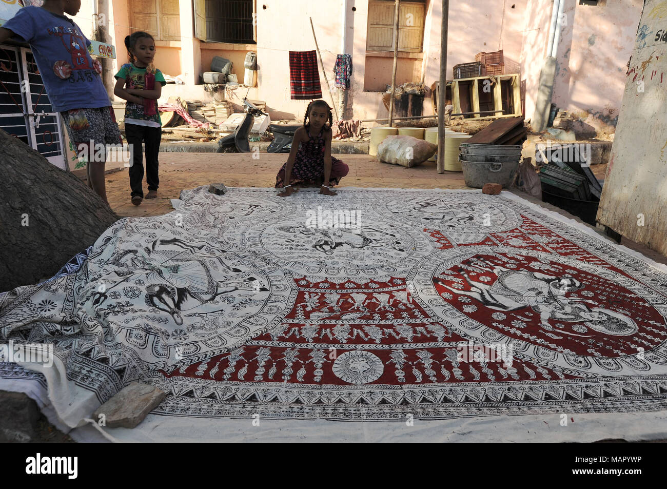 Mata ki Pachedi, the Cloth of the Mother Goddess, shrine cloth hand painted in the streets by the Vaghari community, Ahmedabad, Gujarat, India, Asia - Stock Image