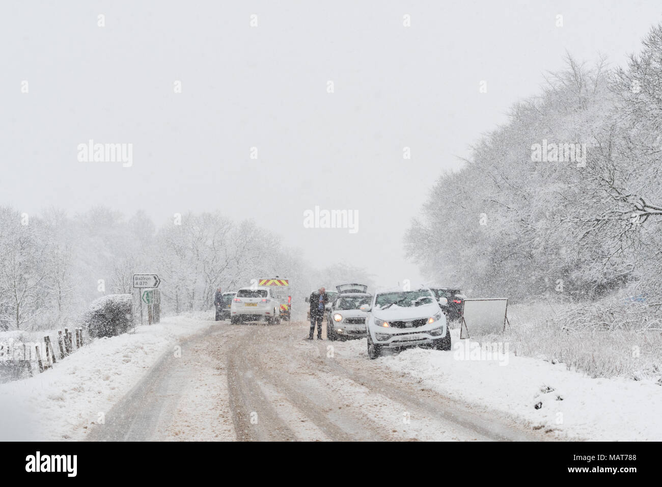 Stirlingshire, Scotland, UK - 4 April 2018: UK weather - tricky driving conditions  on the A811 road this morning as the central belt wakes up to more snow. Credit: Kay Roxby/Alamy Live News - Stock Image