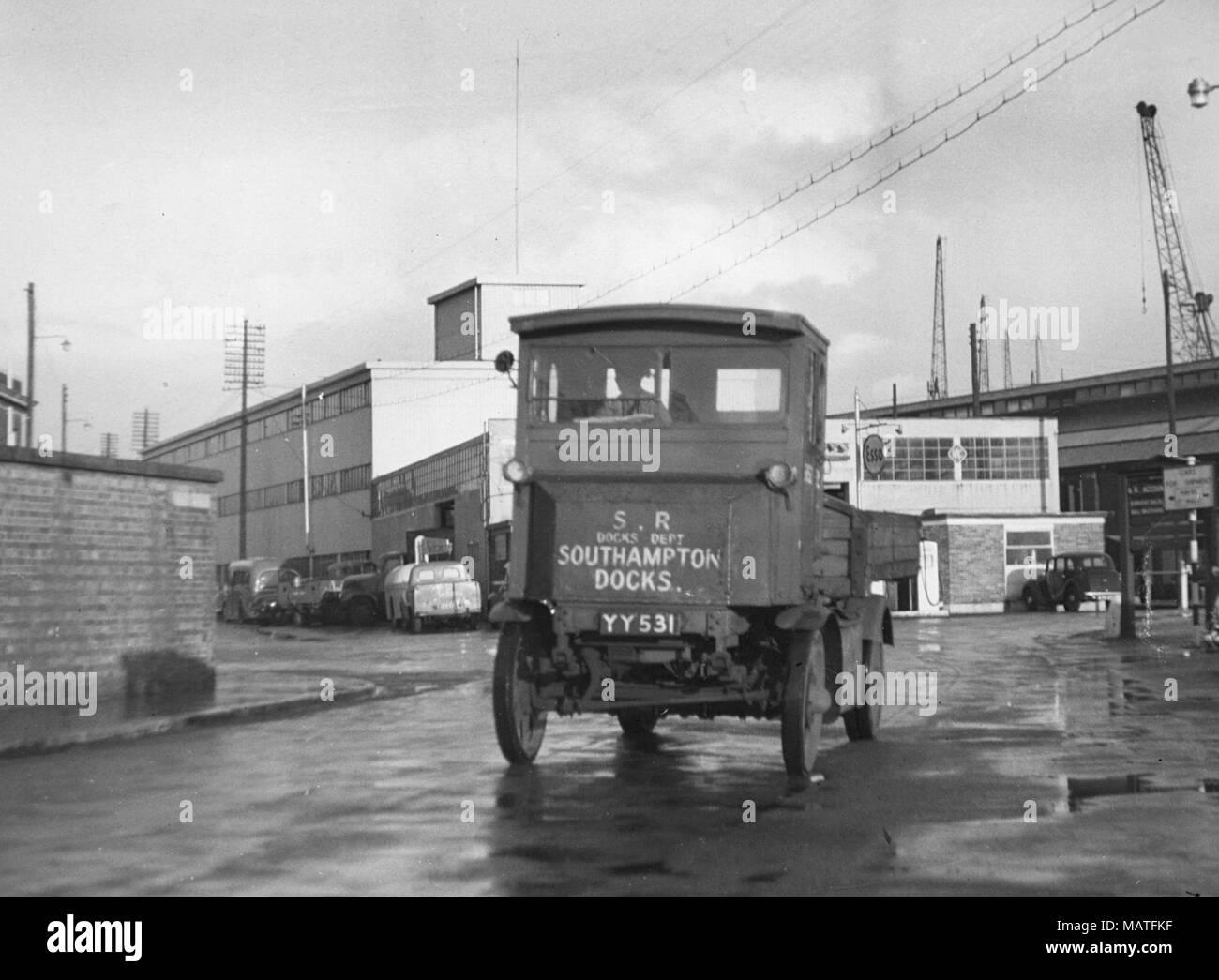 1919 Garrett electric truck at Southampton docks - Stock Image