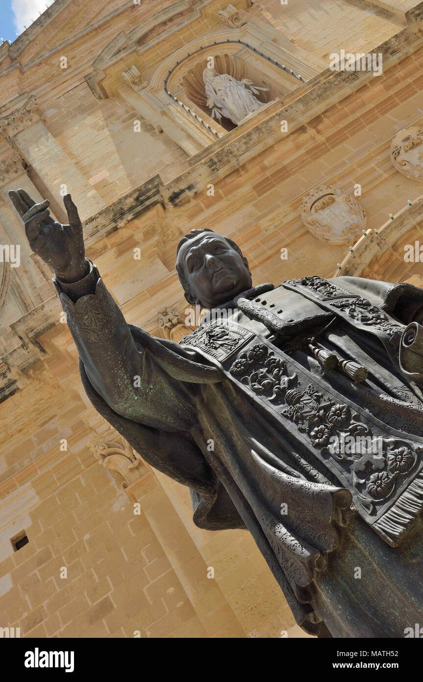 Statue of Papa Piju IX in front of the Cathedral within the citadel in Cathedral Square, Victoria (Rabat), Gozo, Malta, Europe - Stock Image