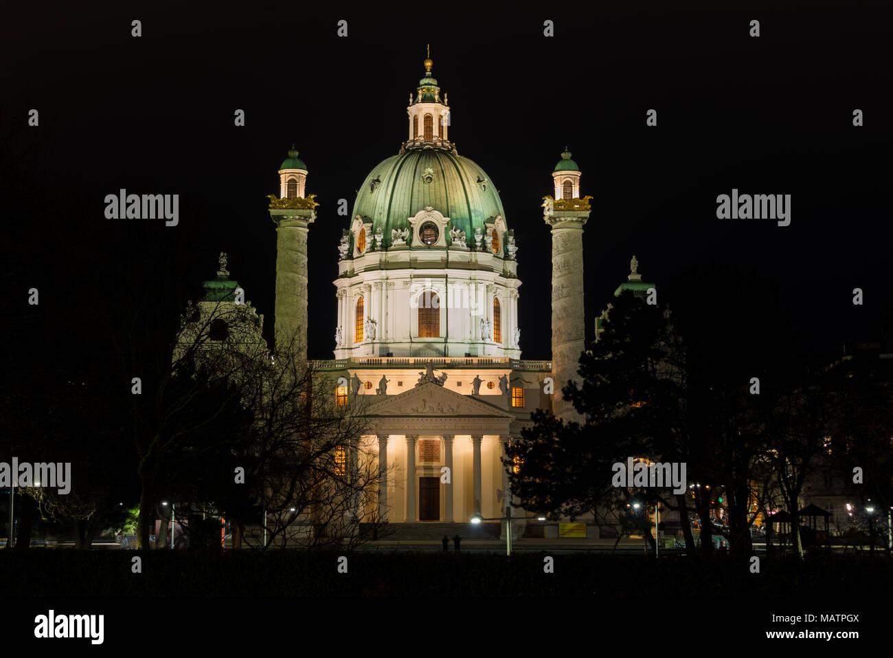 Karlskirche Wien bei Nacht - Stock Image