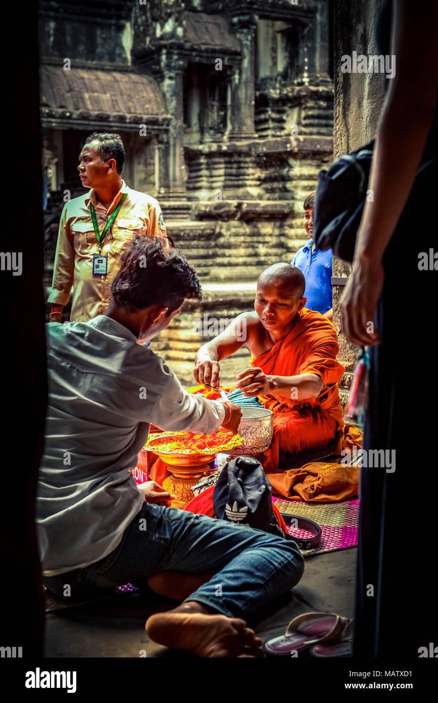 Asien, Kambodscha, Angkor Wat, Priester - Stock Image
