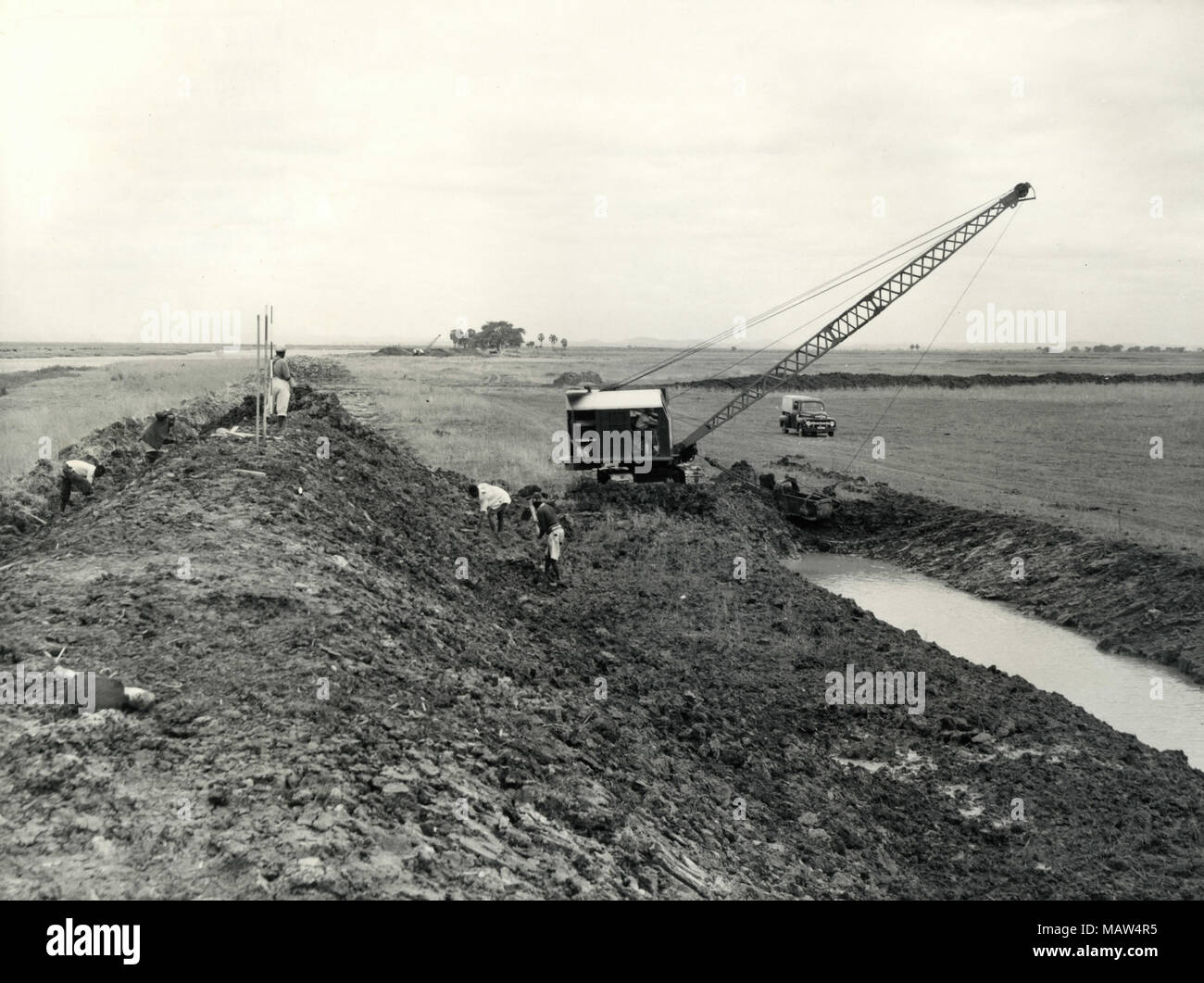 Dragline crane excavating irrigation canal, Rhodesian Selection Trust, Kafue Pilot Polder, Zambia, South Rhodesia 1957 - Stock Image