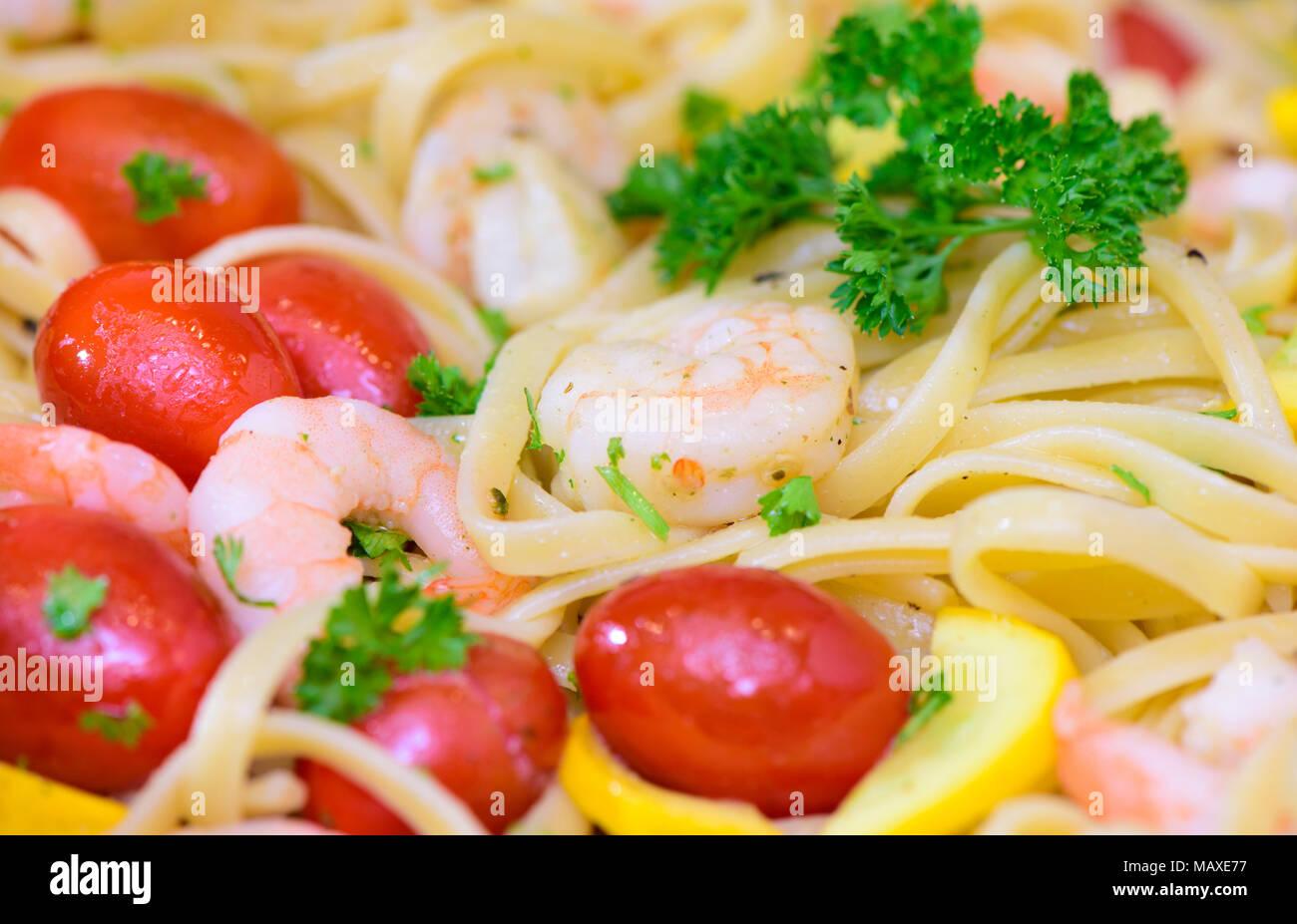 mediterran italian pasta with prawns and tomatoes - Stock Image