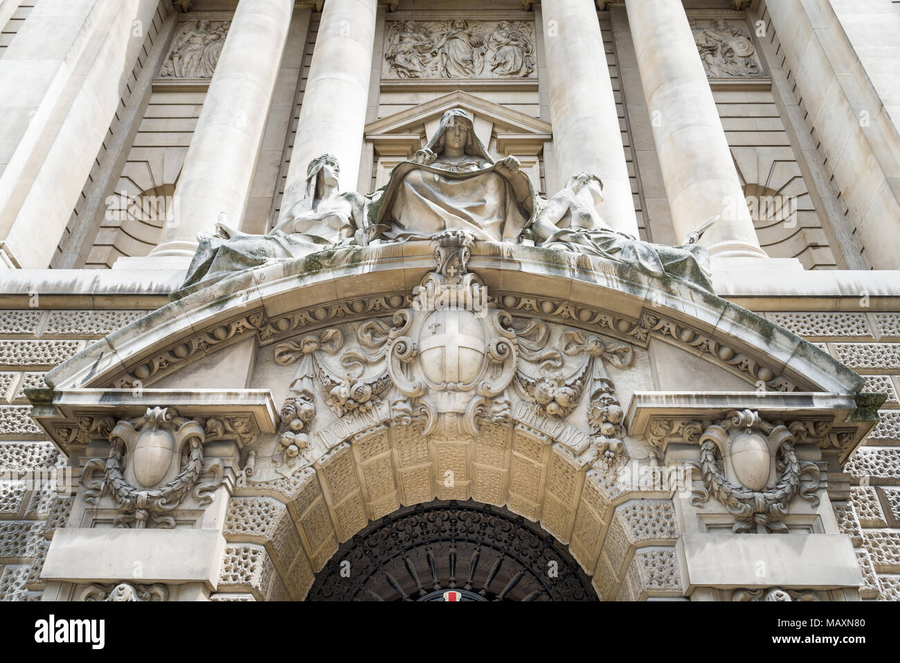 Fortitude and Truth flanking a recording angel by Frederick William Pomeroy, the Old Bailey, London, UK Stock Photo