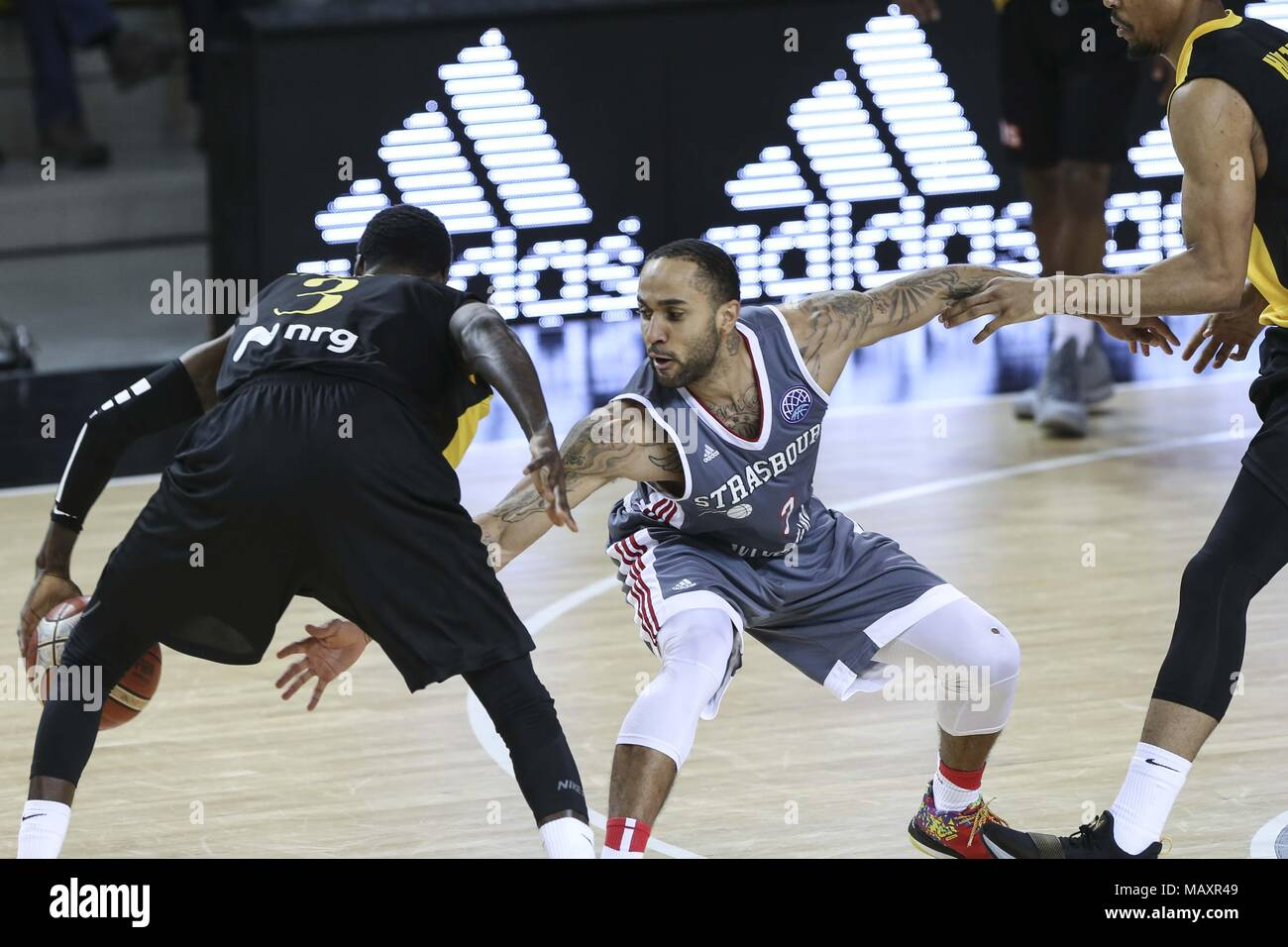 Strasbourg, France. 4th Apr, 2018. Dee Bost (R) from SIG Strasbourg with Manny Harris (L) from AEK seen during the Basketball Champions League match between SIG Strasbourg and AEK. Credit: Elyxandro Cegarra/SOPA Images/ZUMA Wire/Alamy Live News - Stock Image