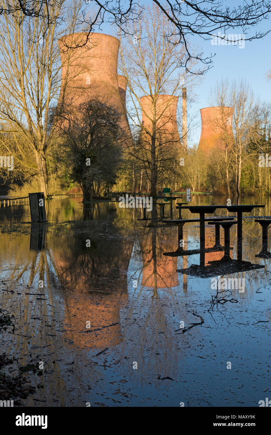 Ironbridge, UK. 5th April, 2018. The River Severn in Ironbridge in Shropshire has continued to rise overnight, bringing the first floods of the year. Credit: Rob Carter/Alamy Live News - Stock Image