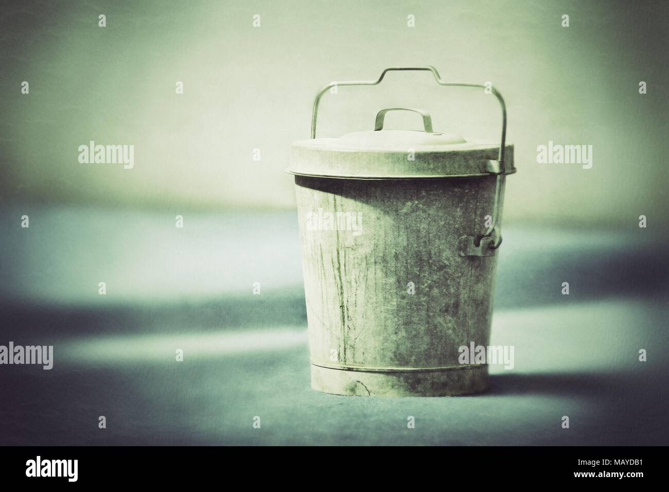 Rustic old fashioned bucket with lid grunge effect - Stock Image