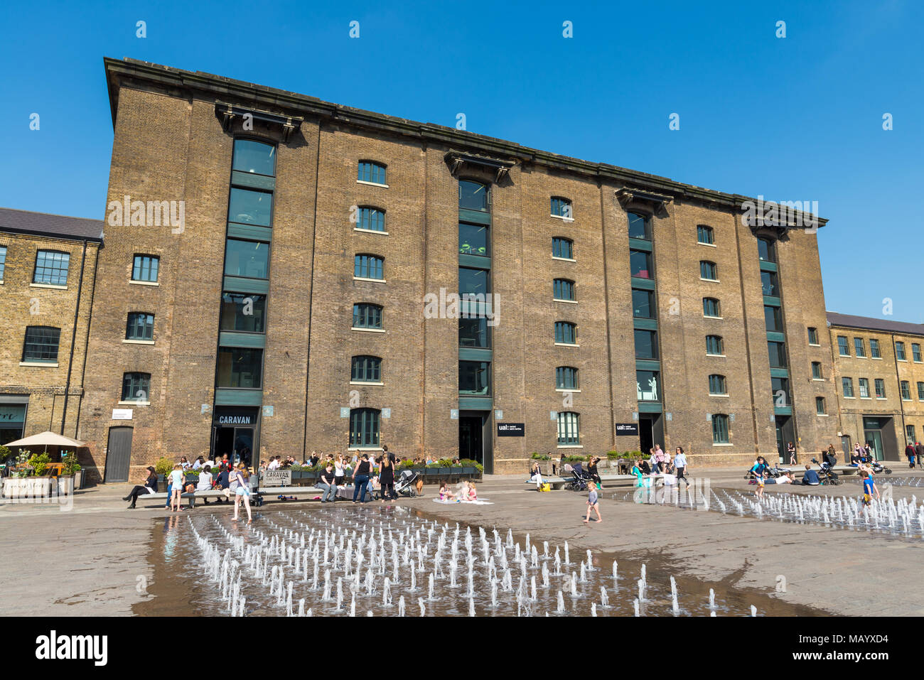 Water fountain outside Central St Martins in Granary Square, King's Cross, London, UK - Stock Image