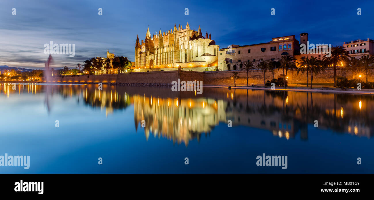 The Cathedral La Seu at Night in Palma de Mallorca - Stock Image