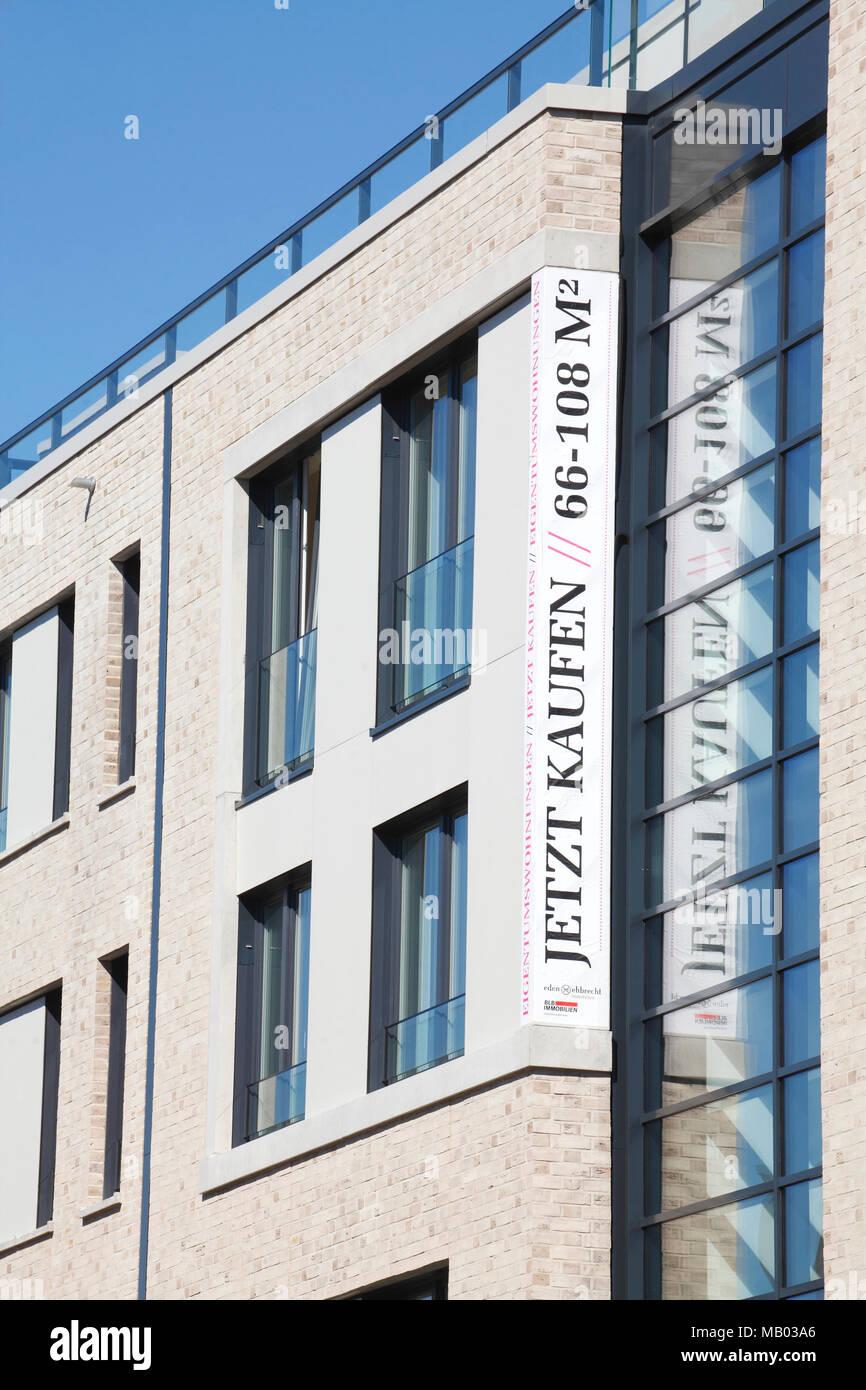 Modern apartment house, sign buy now, Oldenburg in Oldenburg, Lower Saxony, Germany, Europe  I Modernes Mehrfamilienhaus, Schild jetz Kaufen, Oldenbur - Stock Image